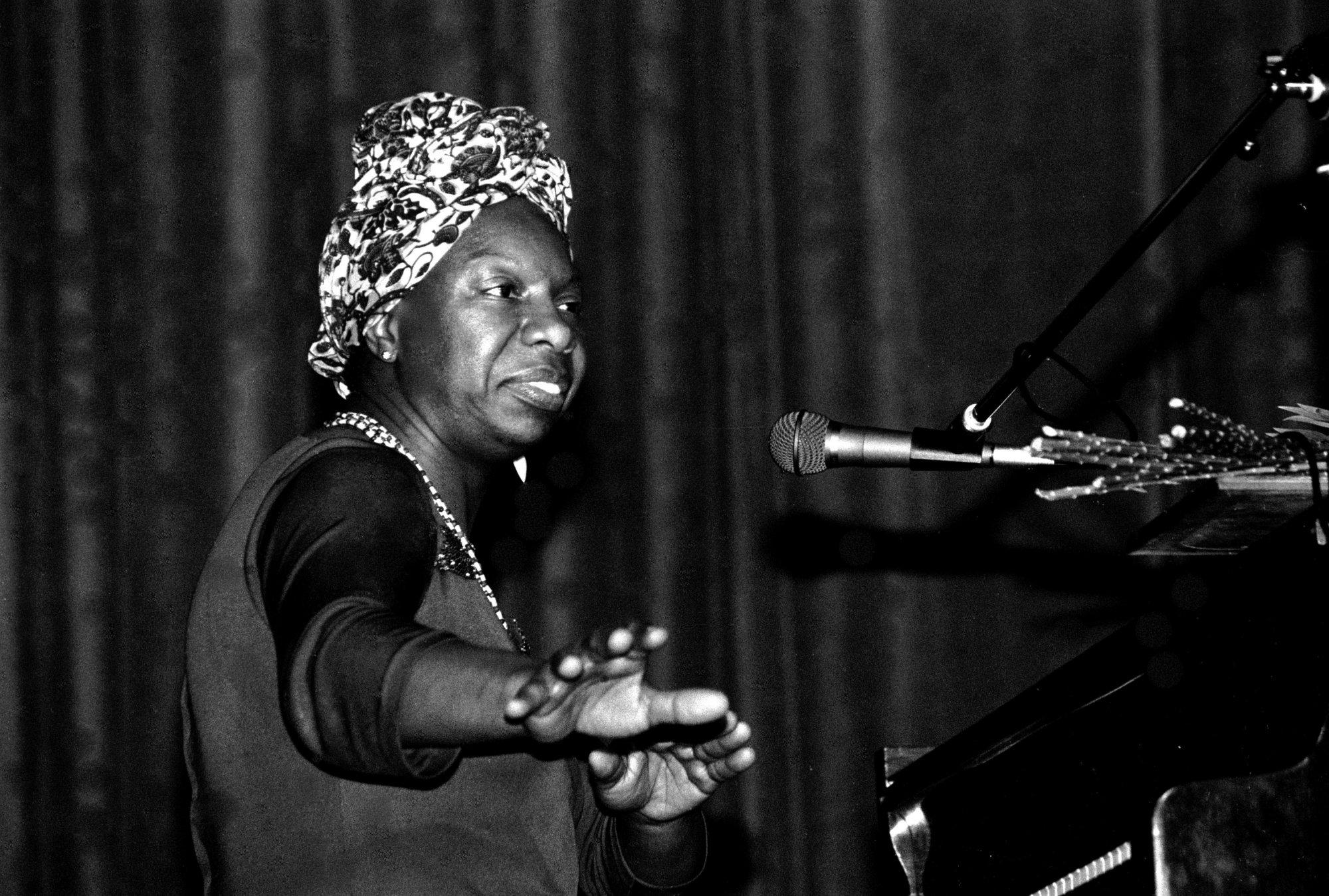 Actuación de Nina Simone en Morlaix (Francia) en 1982. Foto: Roland Godefroy (CC Wikimedia).