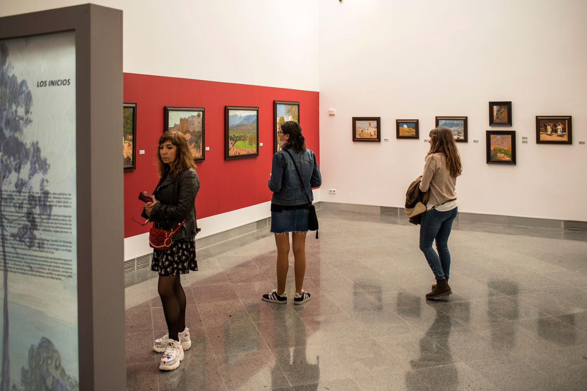 Exposición de Mariano Bertuchi en la sala de exposición de las Murallas Reales, en Ceuta.