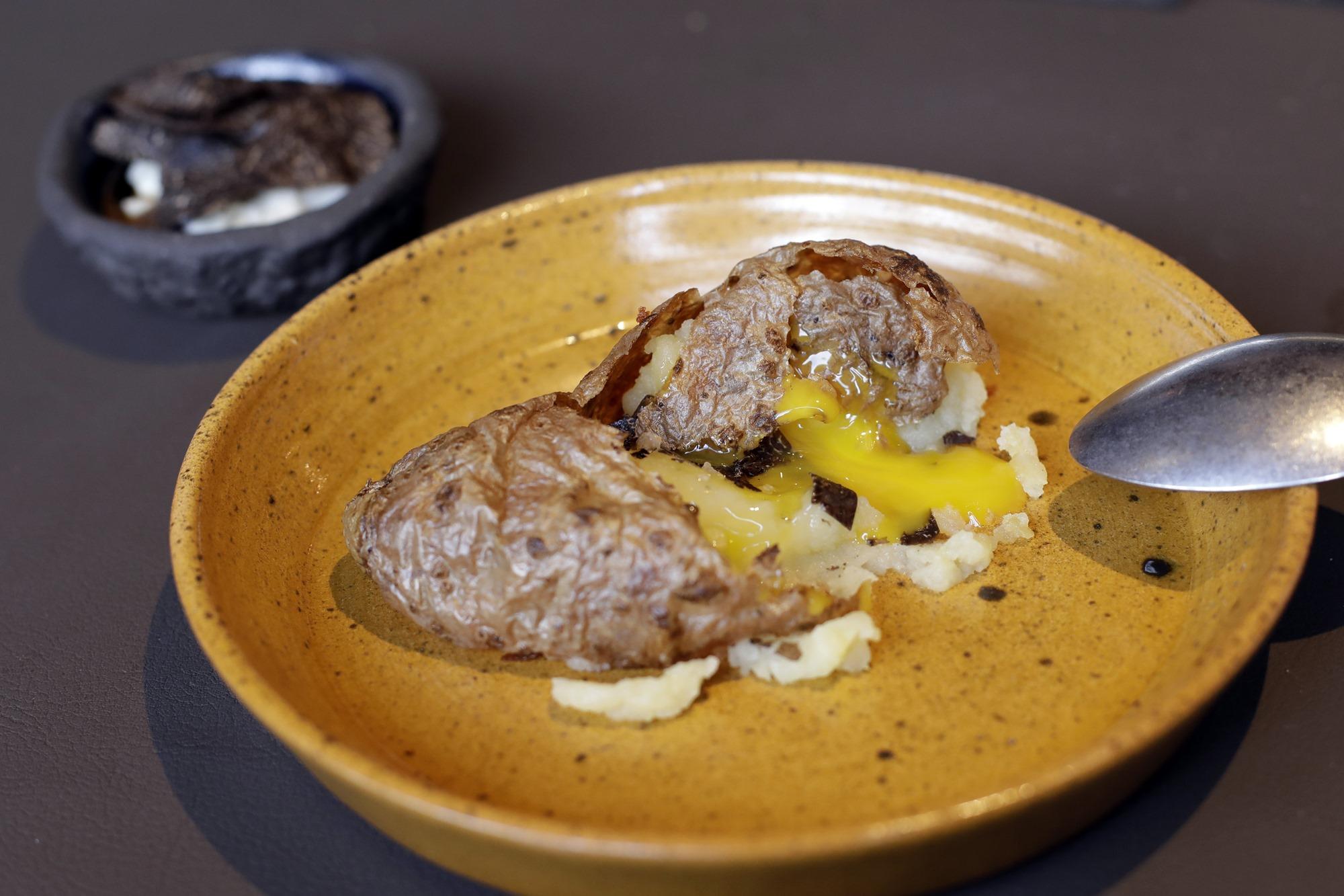 Una crujiente vuelta de tuerca al clásico huevo con patatas.