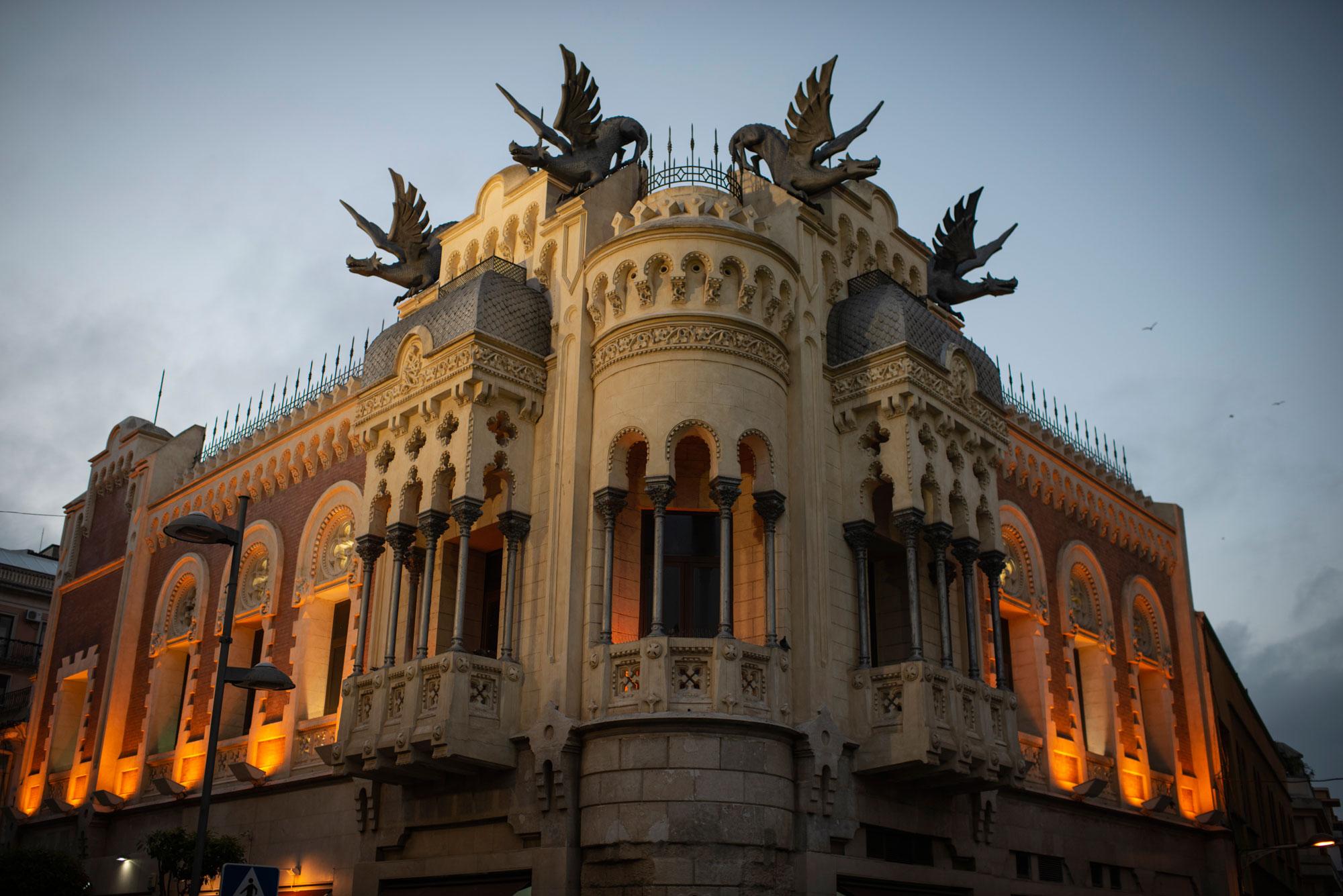 Casa de los Dragones en el centro de Ceuta.