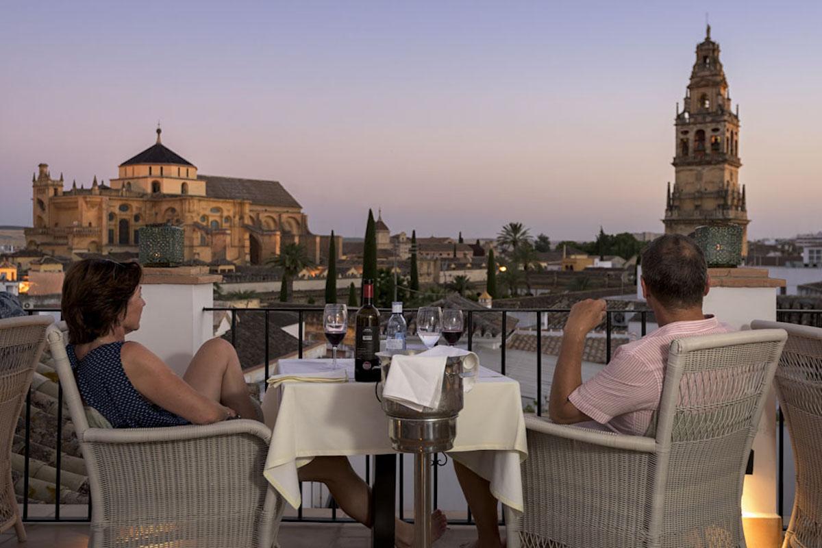 Tan solo por esta panorámica junto a tu pareja ya merece la pena el viaje. Foto: 'Balcón de Córdoba'.