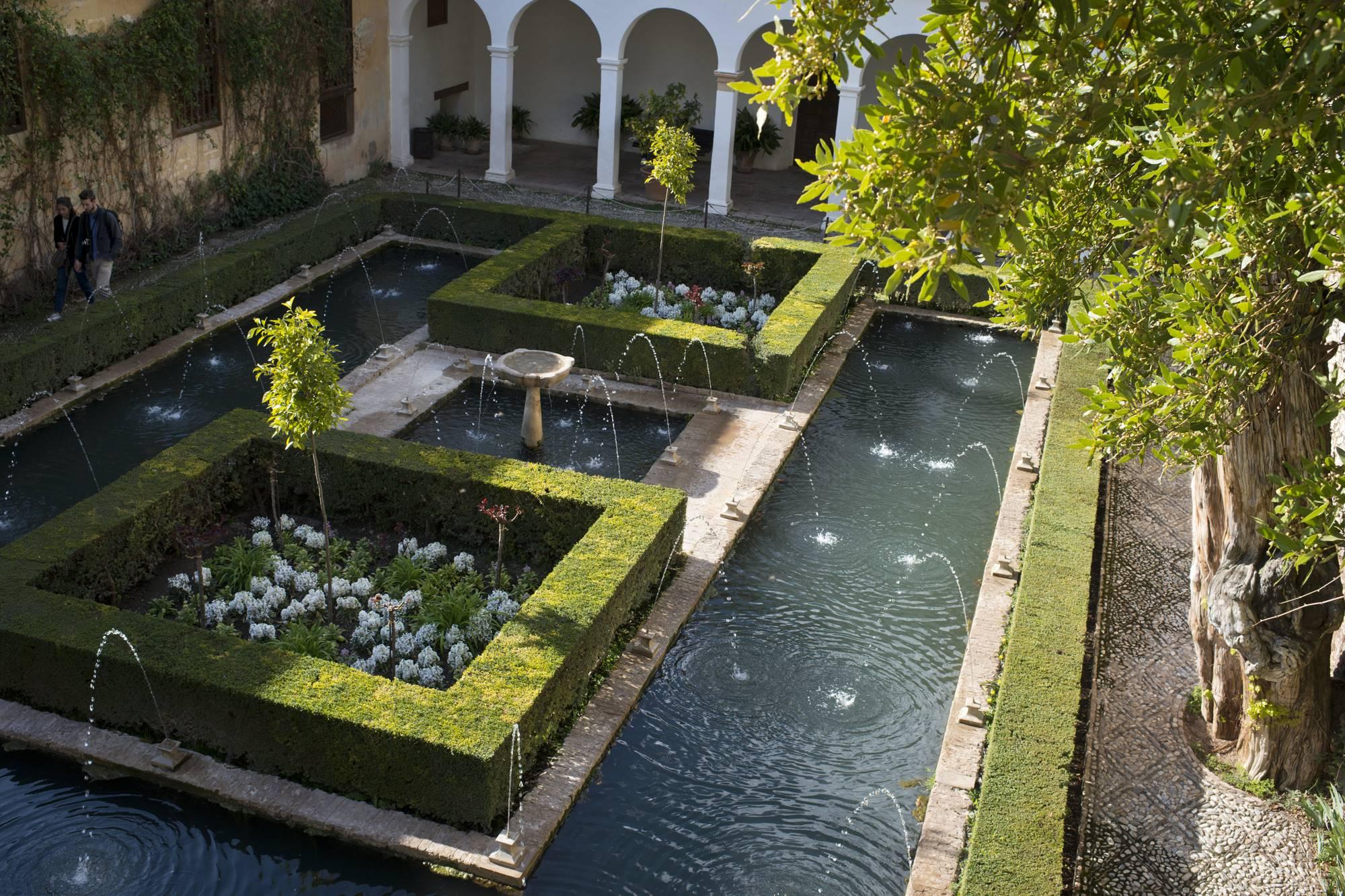 patio de la sultana generalife alhambra granada