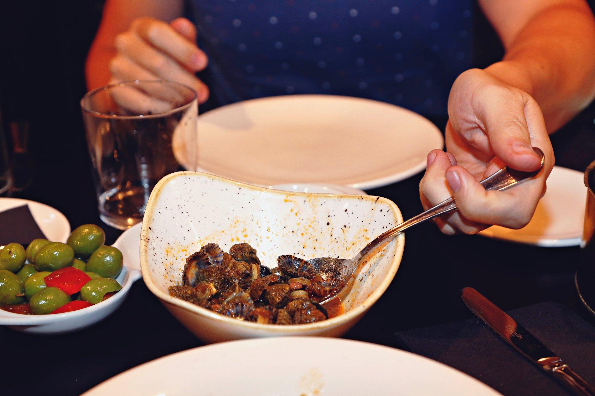 Las 'llampares' a la sidra, un plato muy marinero en el que es pecado no mojar con pan.