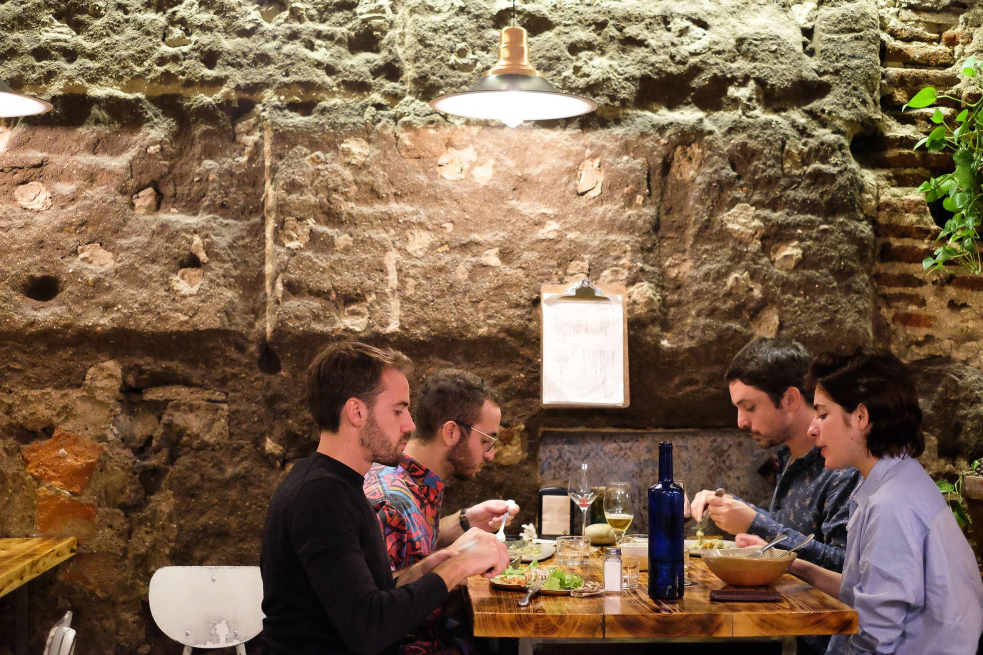 En 'La Encomienda' se puede comer un menú del día sabroso y abundante por menos de ocho euros.