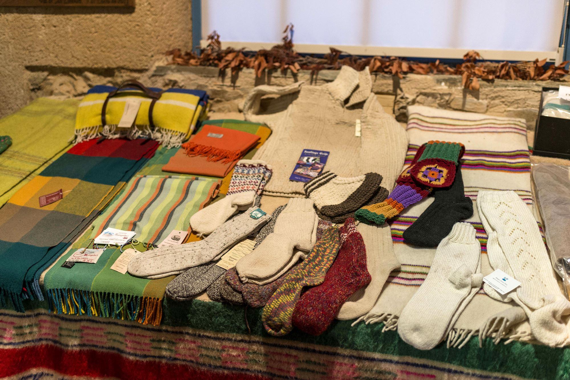 Fabricados con lana maragata. Museo Textil de Val de San Lorenzo.