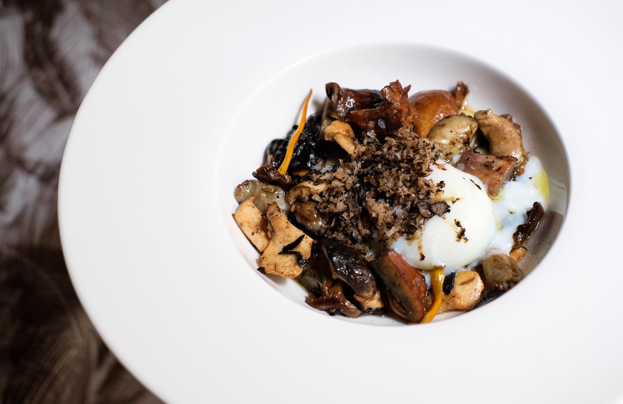 Salteado de setas con huevo, un plato sencillo a la par que delicioso.
