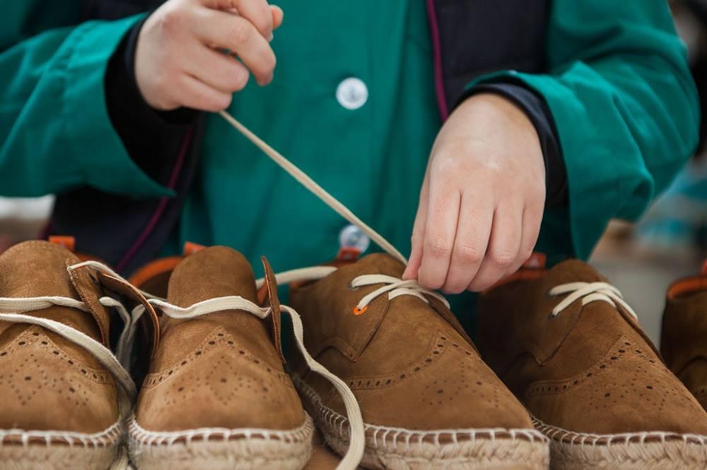 Todos los ejemplares siguen realizándose a mano. Foto: Abarca Shoes.