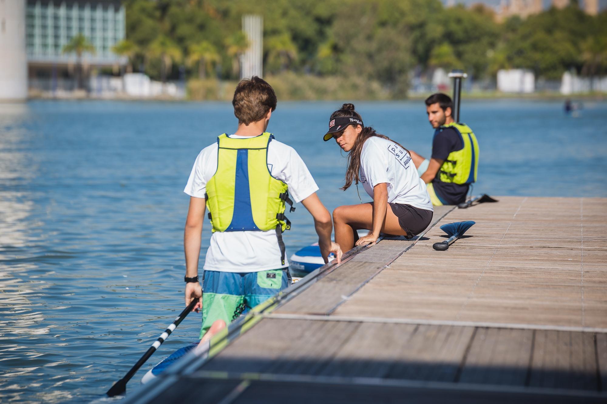 Usuarios de 'Paddle Surf Sevilla' destacan la paciencia del personal con los principiantes.