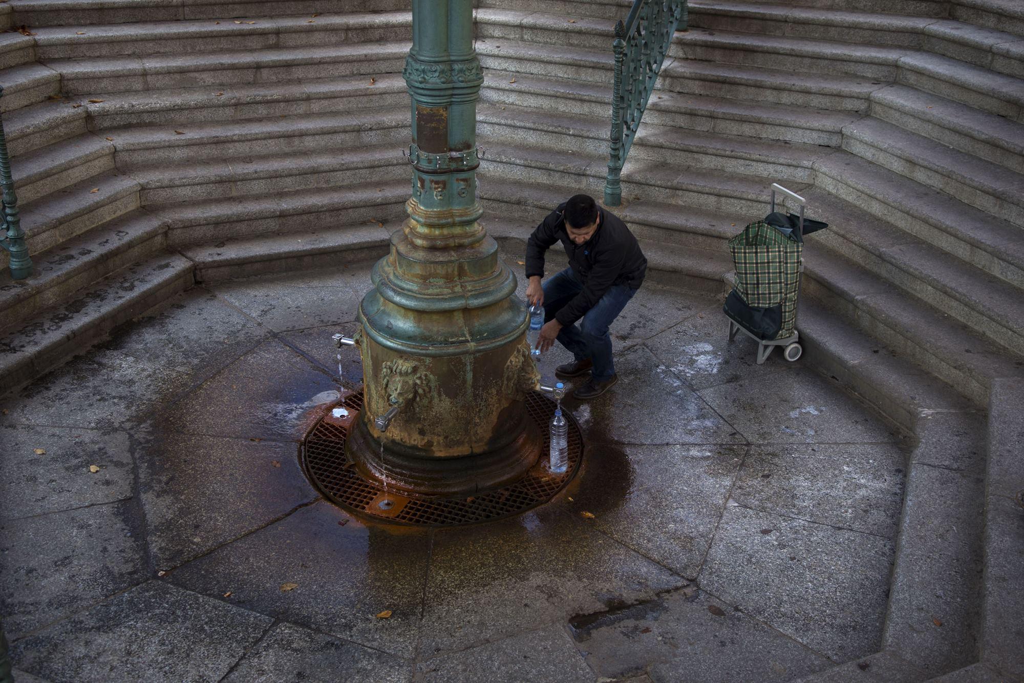 La fuente del pueblo de la fotógrafa, célebre por las supuestas capacidades curativas de sus aguas.