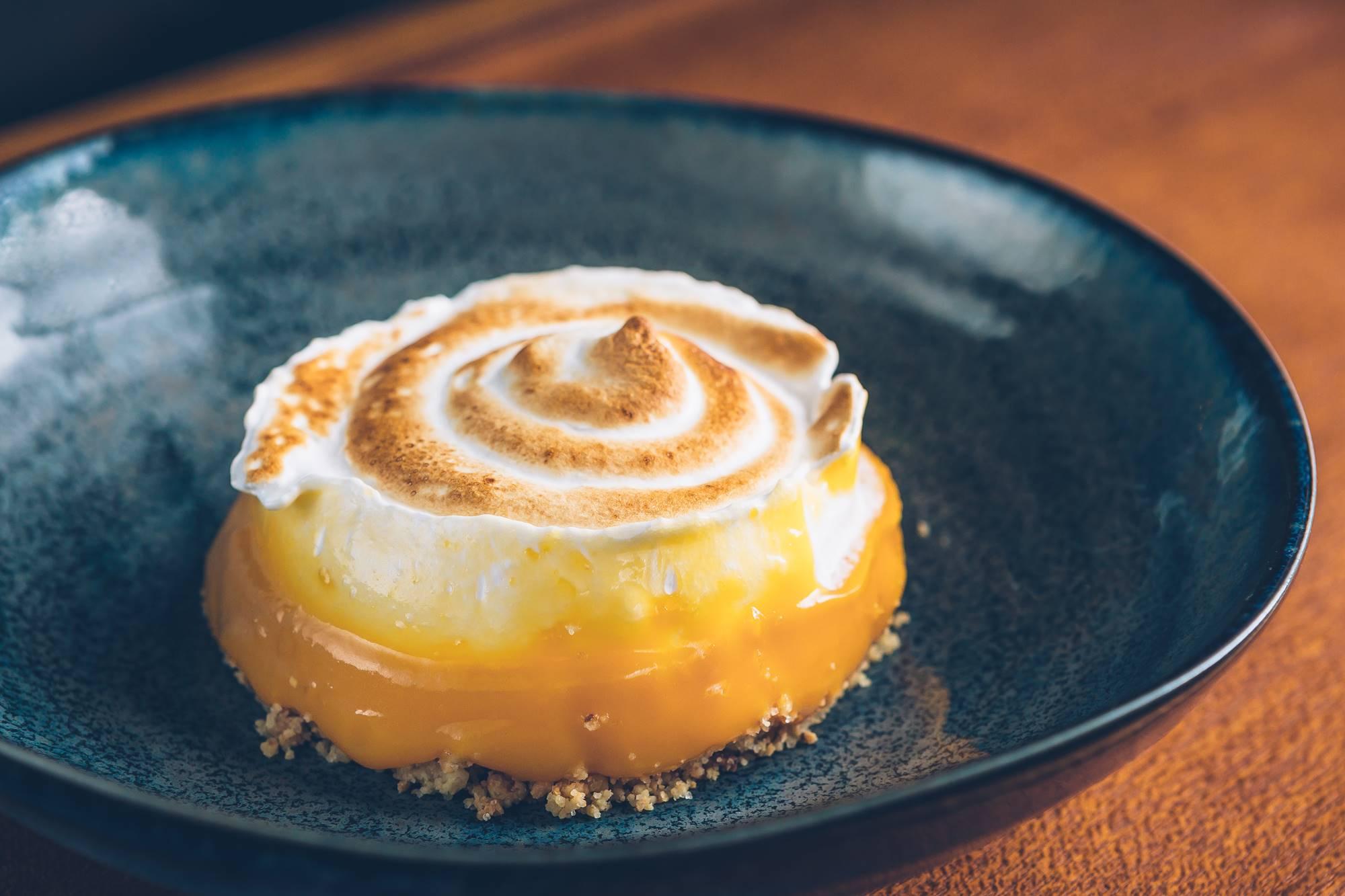 Tarta de limón con merengue de 'Lakasa' de César Martín. Foto: David de Luis.