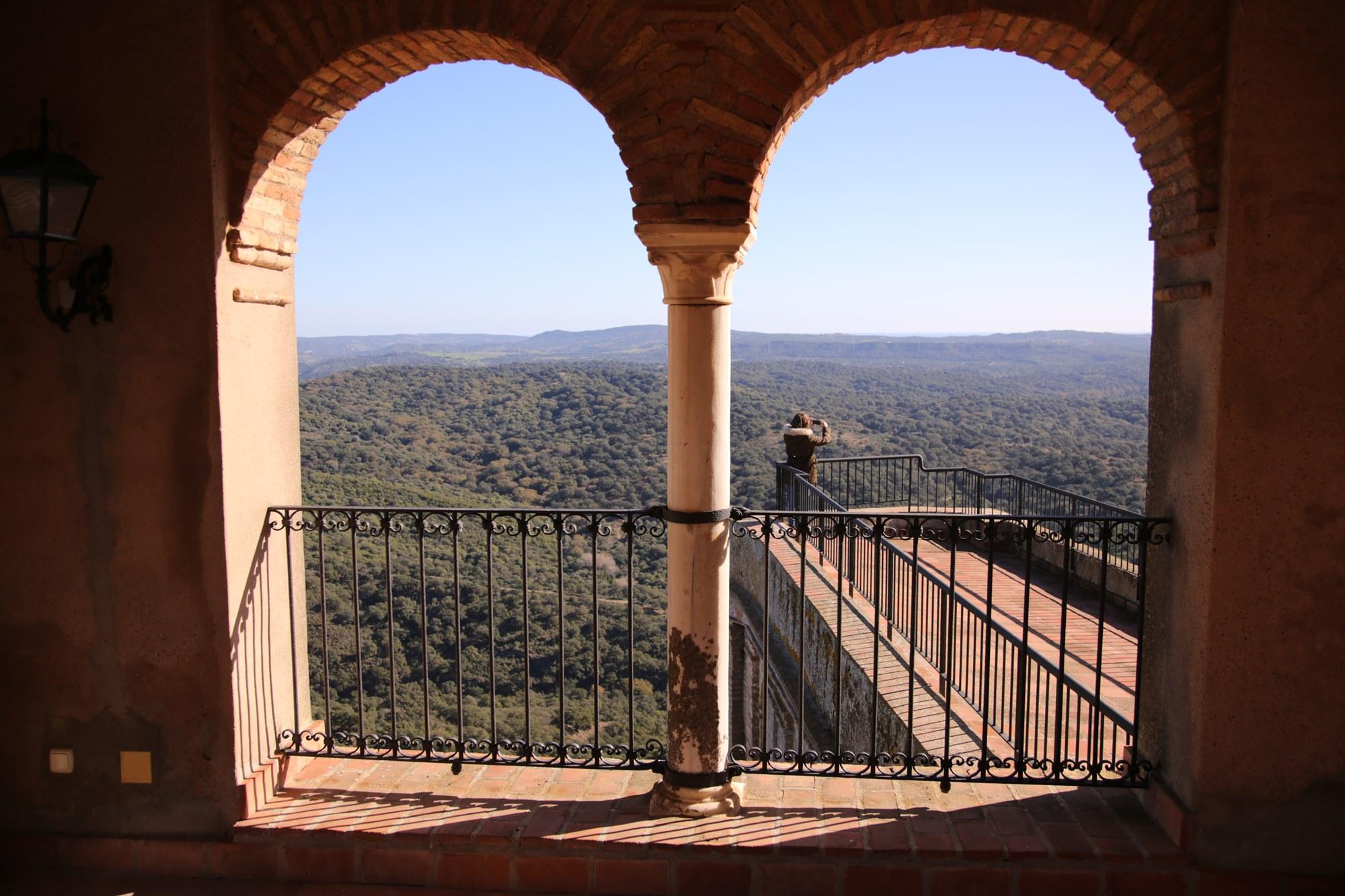 A lo largo de la visita por el castillo podemos encontrar agradables balcones.