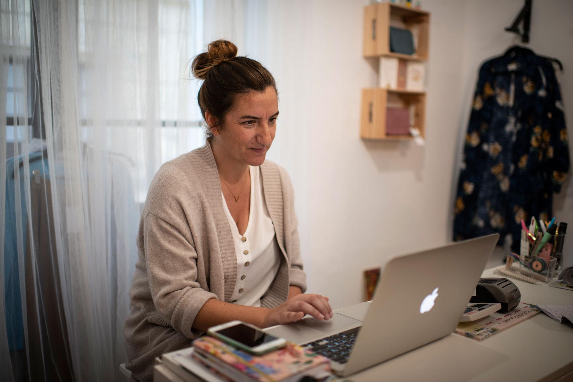 Vanesa Argies, propietaria junto a su hermana de la tienda 'Bureau 7', ubicada en el Edificio Trujillo.
