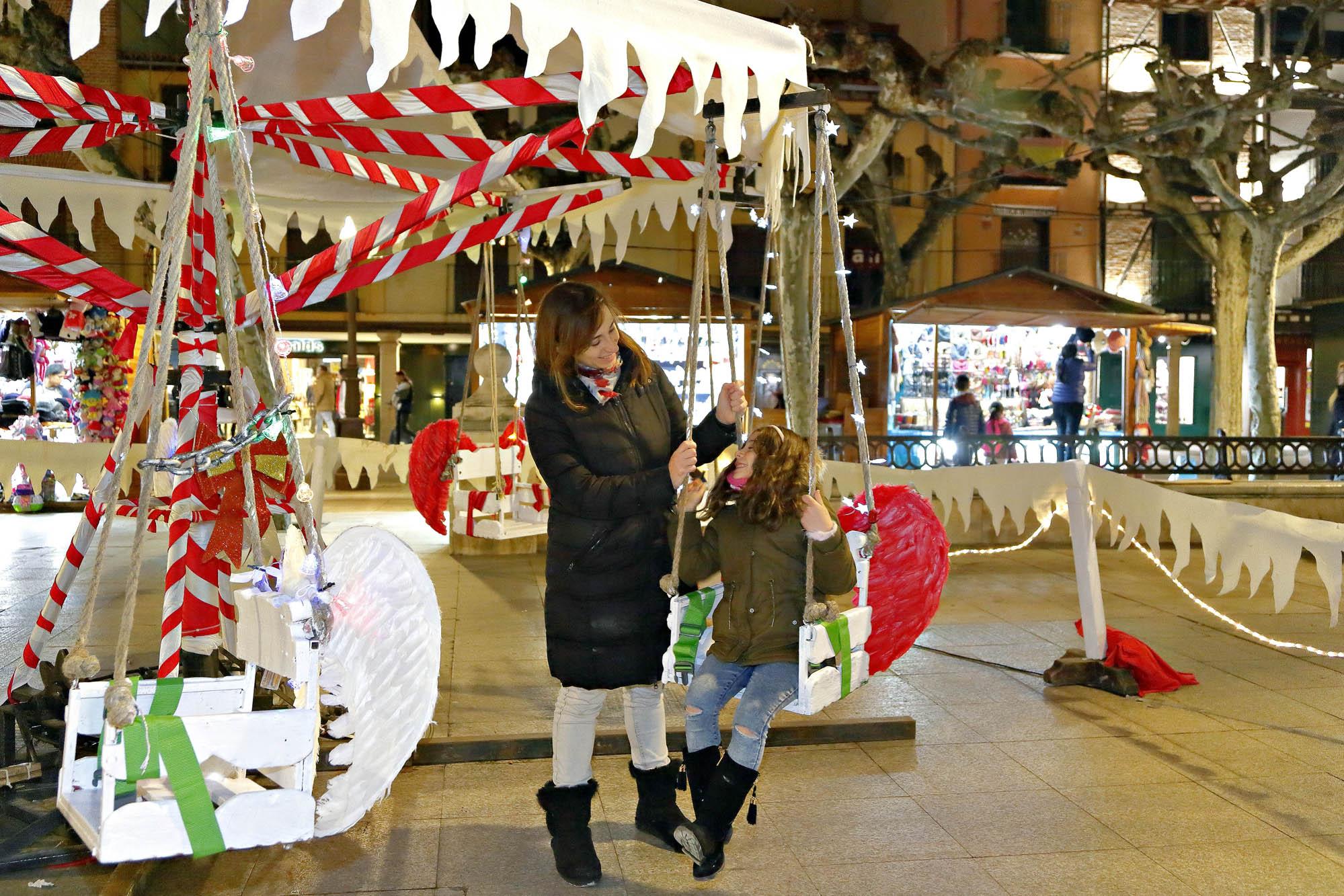 Además del mercadillo, en la plaza hay varias atracciones para los más pequeños.