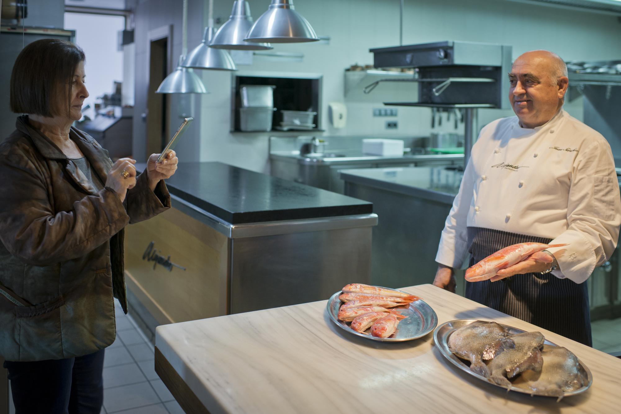 Encarnación y Juan son los propietarios del restaurante.