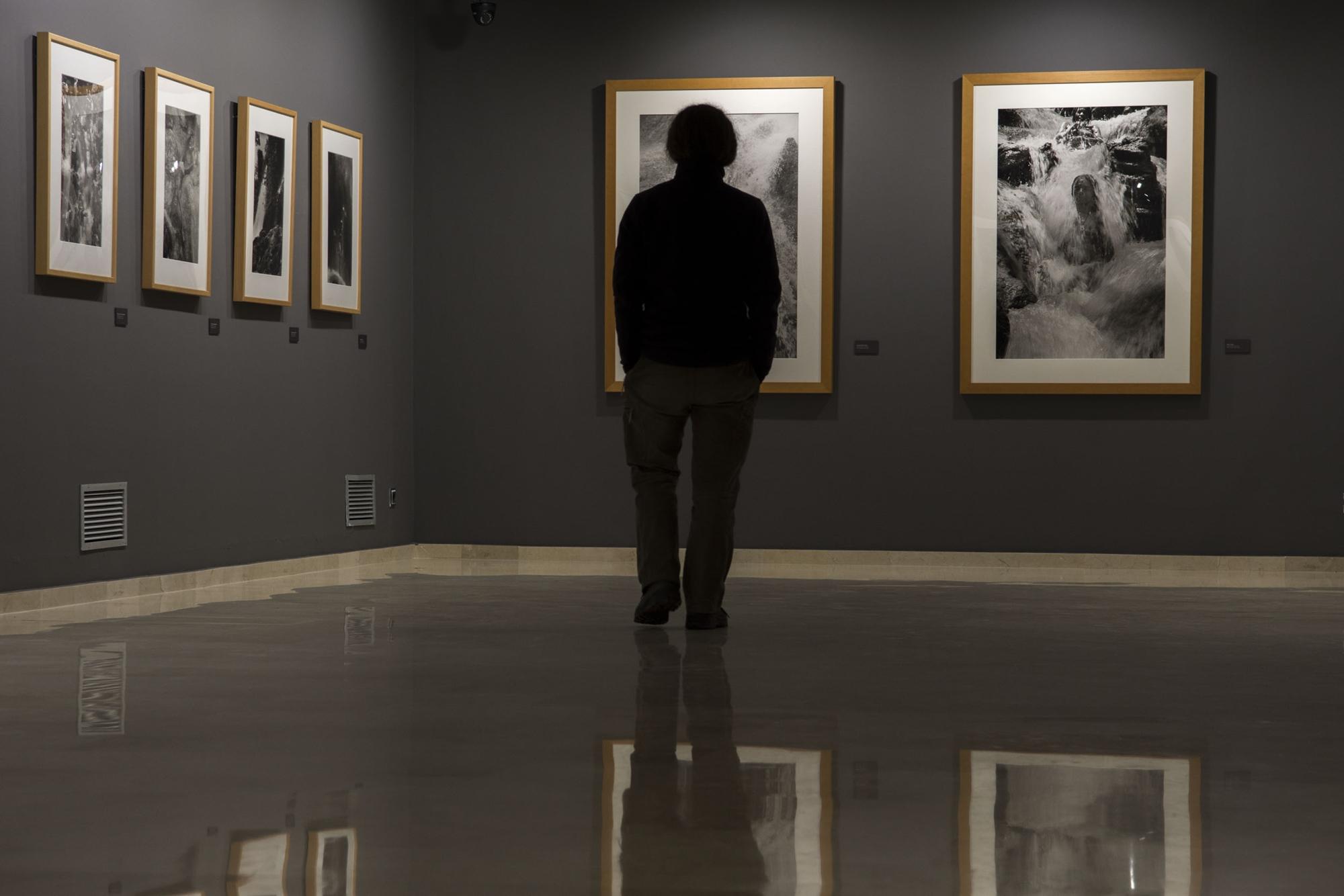 Pasear entre las obras de una de las fotógrafas más relevantes de las últimas décadas, un imperdible en Ciudad Real.