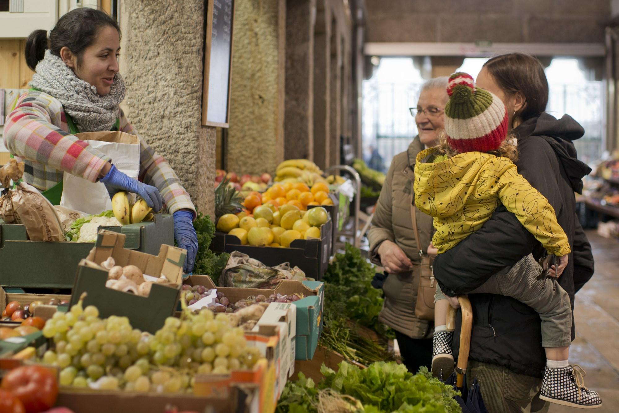 La huerta de Pilar es un vergel de hortalizas y frutas 'eco'.