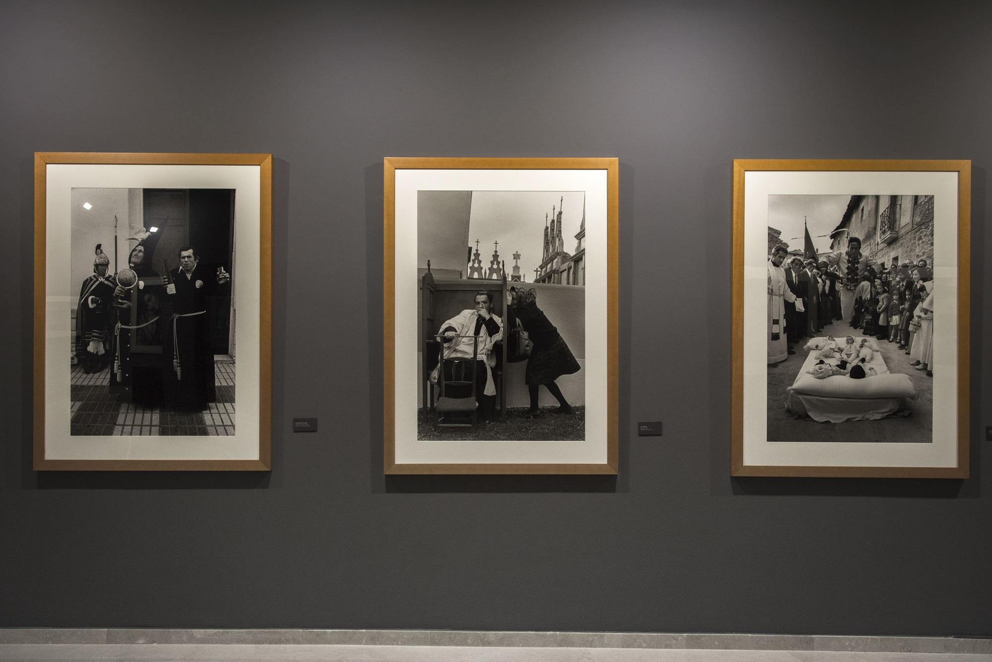 Tres obras de 'La España Oculta', colección en la que la fotógrafa invirtió 15 años.