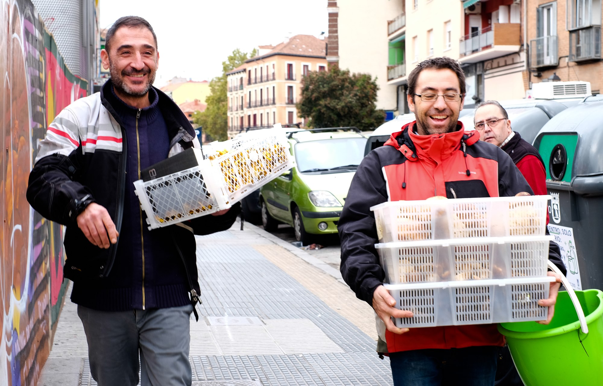 Fernando y Álvaro trasladan el género del Mercado de la Cebada al restaurante.