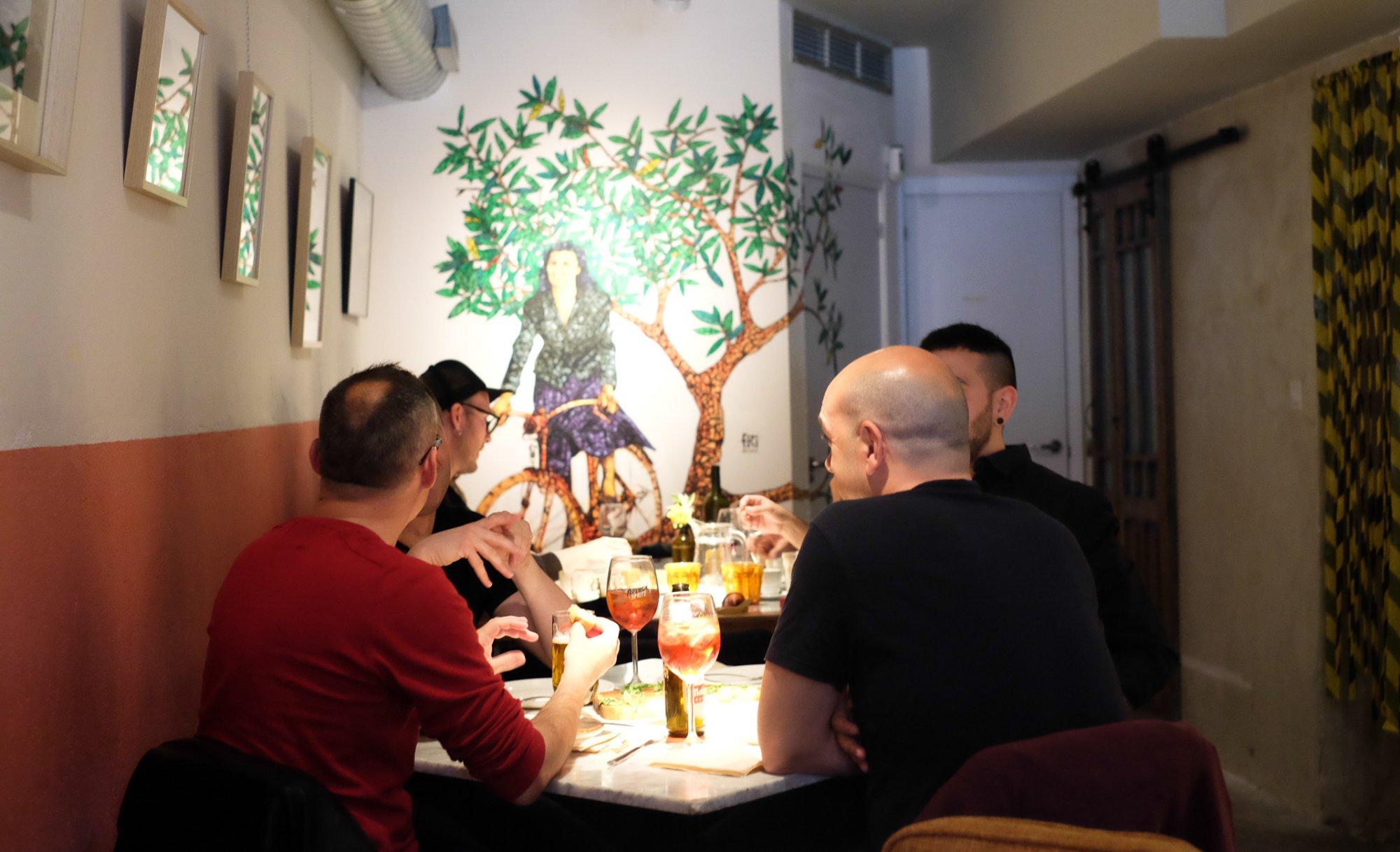 Nina Pasta Bar: clientes en salón