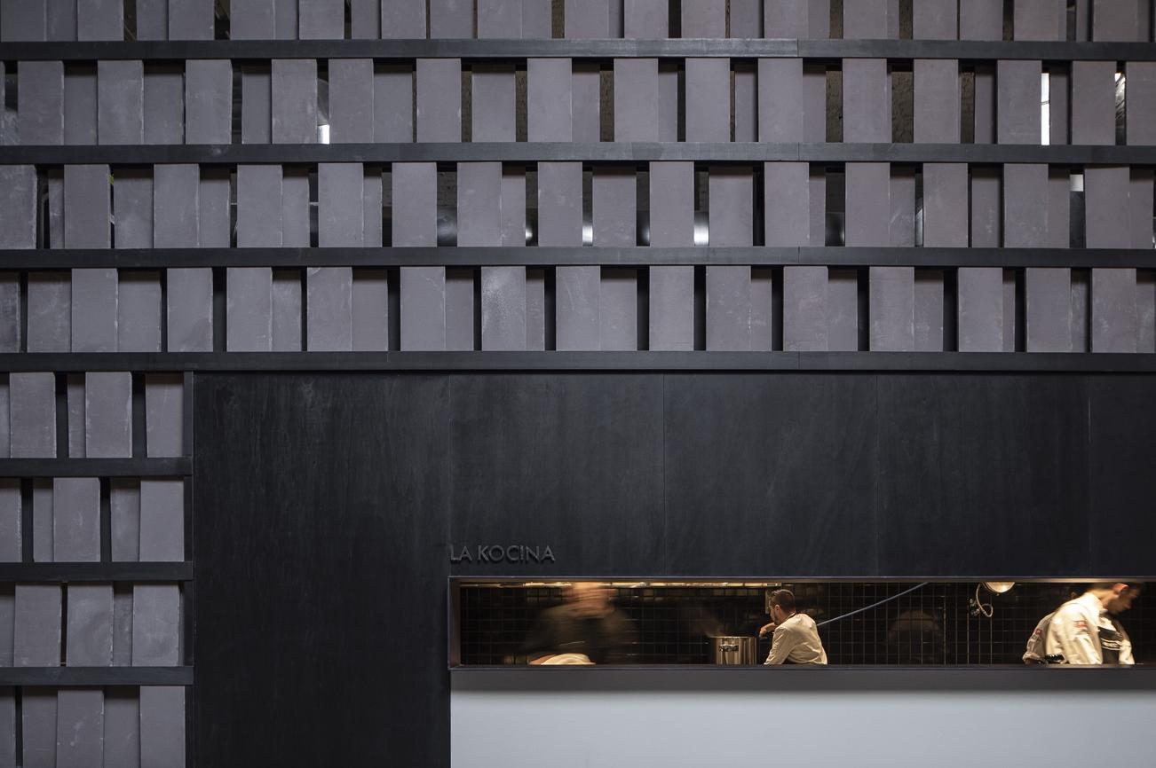 La imponente decoración de 'Merkato', como si de un enorme garaje se tratara. Foto: David Zarzoso.