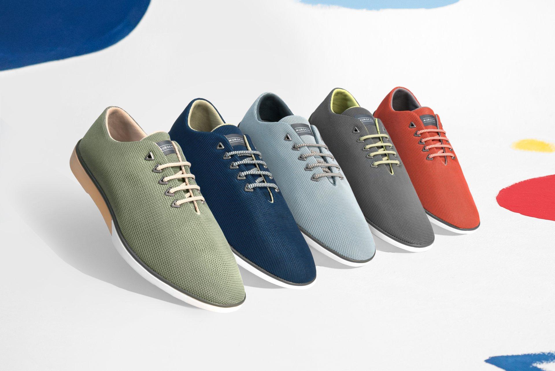 Clientes y diseñadores participan en el diseño de los zapatos. Foto: Muroexe.