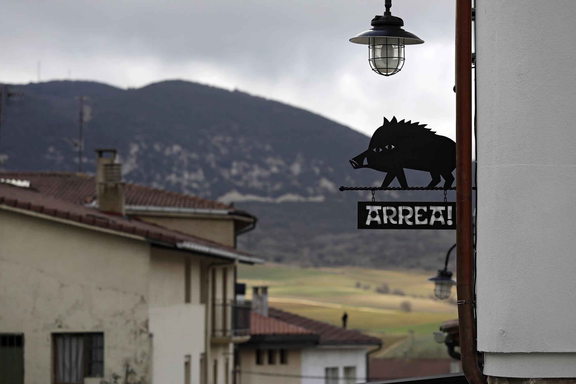 El monte Costalera se alza frente a 'Arrea!'.