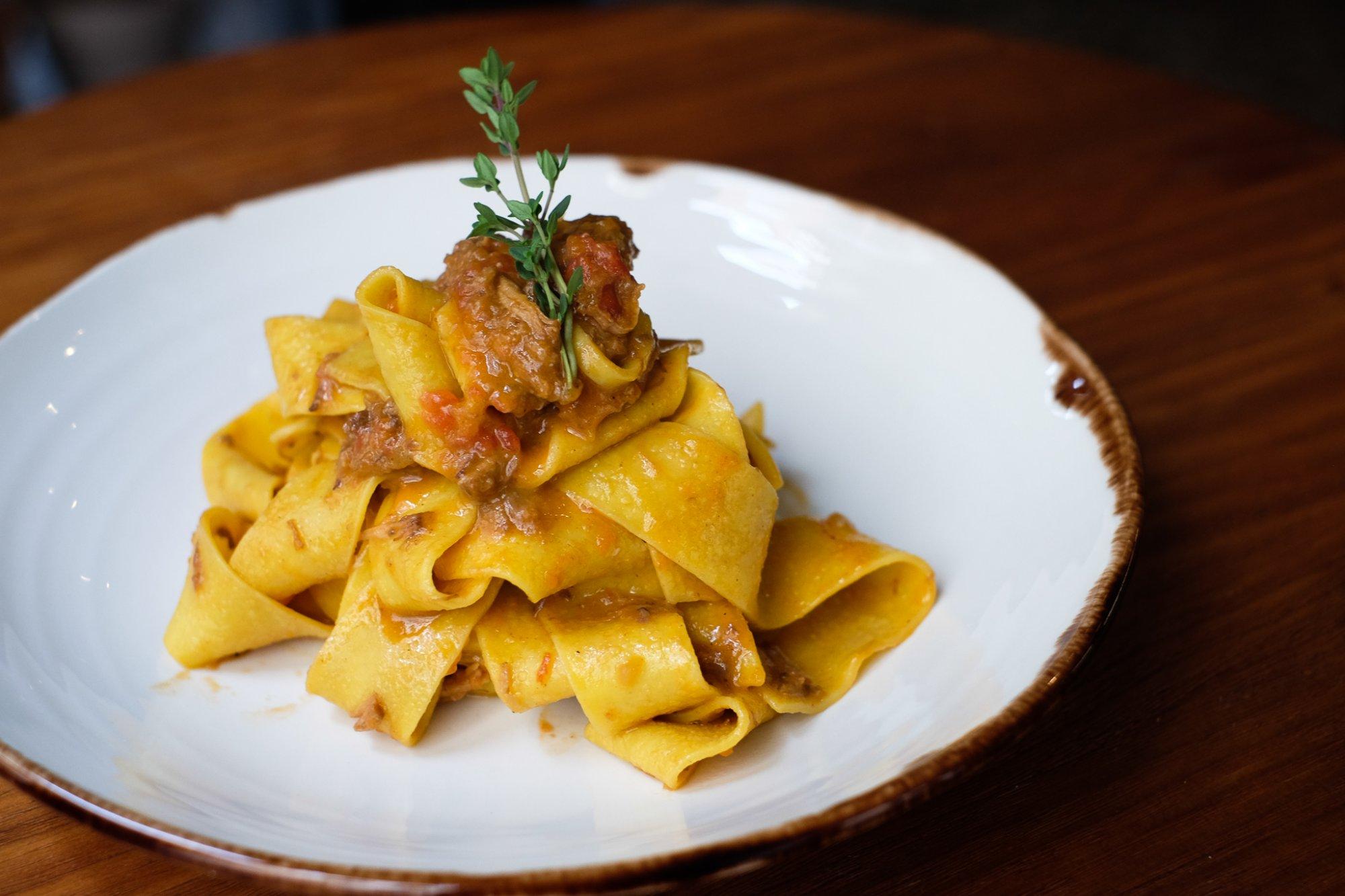 Nina Pasta Bar: Pappardelle con ragú capote