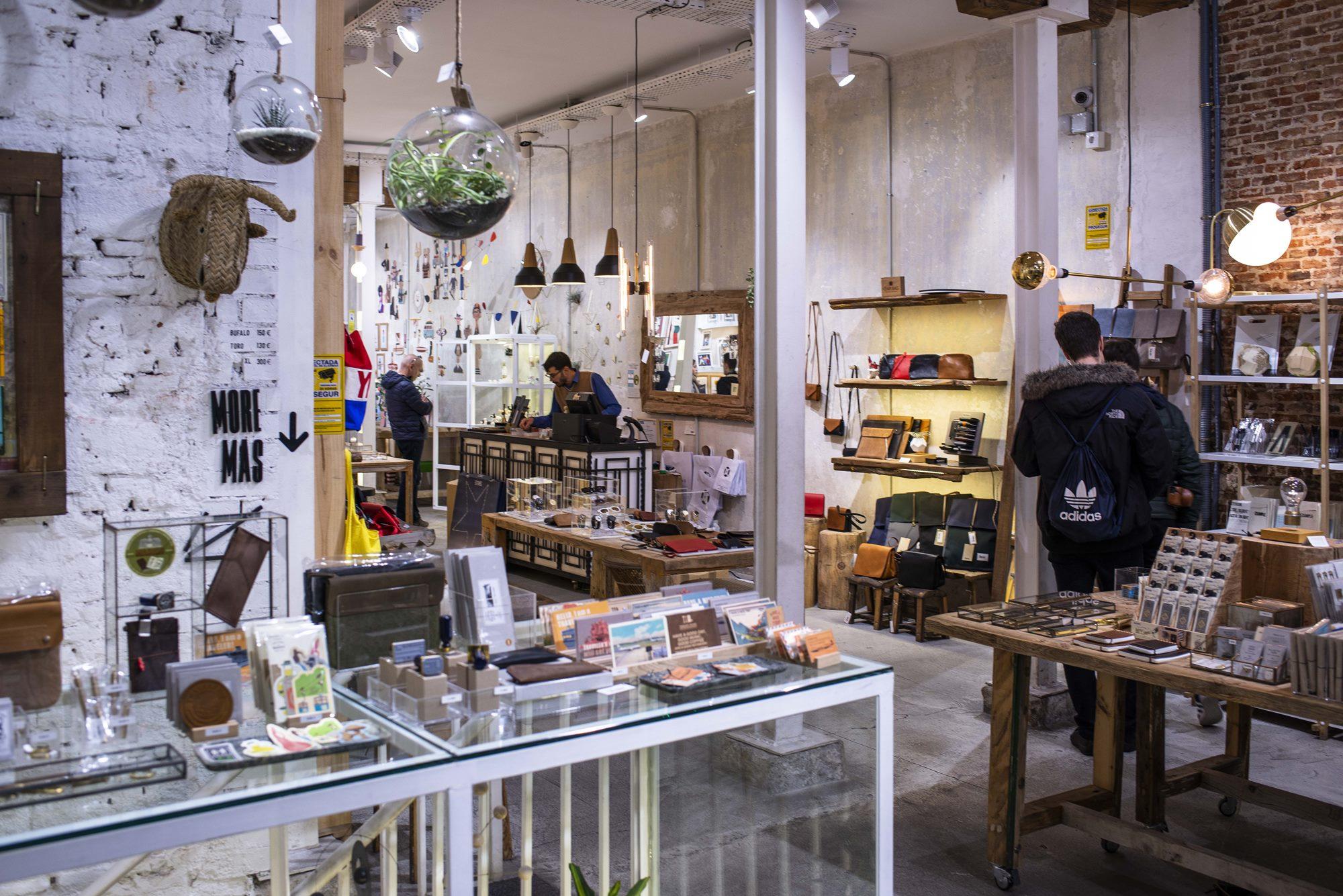 Decoración, artesanía y material de oficina de diseño en El Moderno.