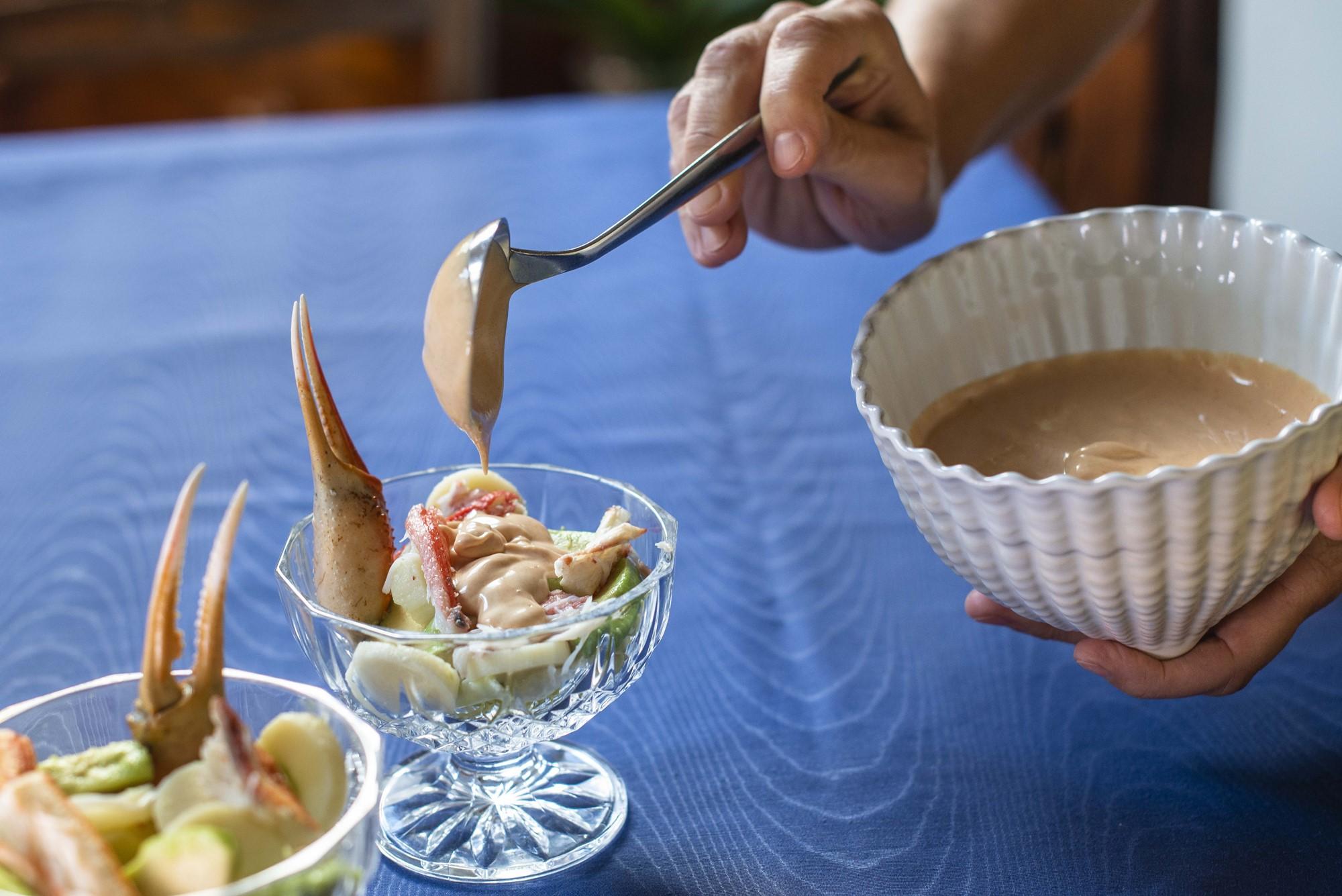 Además de con cangrejo, este cocktail se puede preparar con langostinos o gambas.
