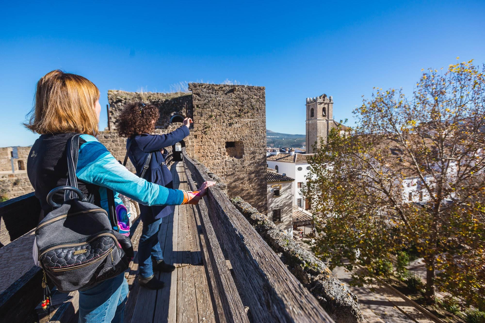El recorrido por el castillo también sirve para ver las iglesias de Priego desde otra perspectiva.