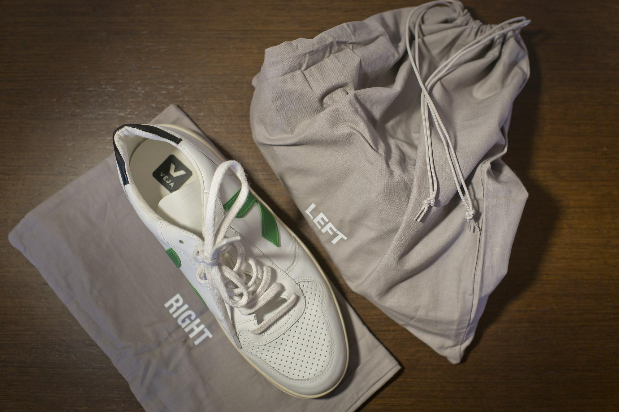 Para llevar el calzado, mejor bolsas de tela.