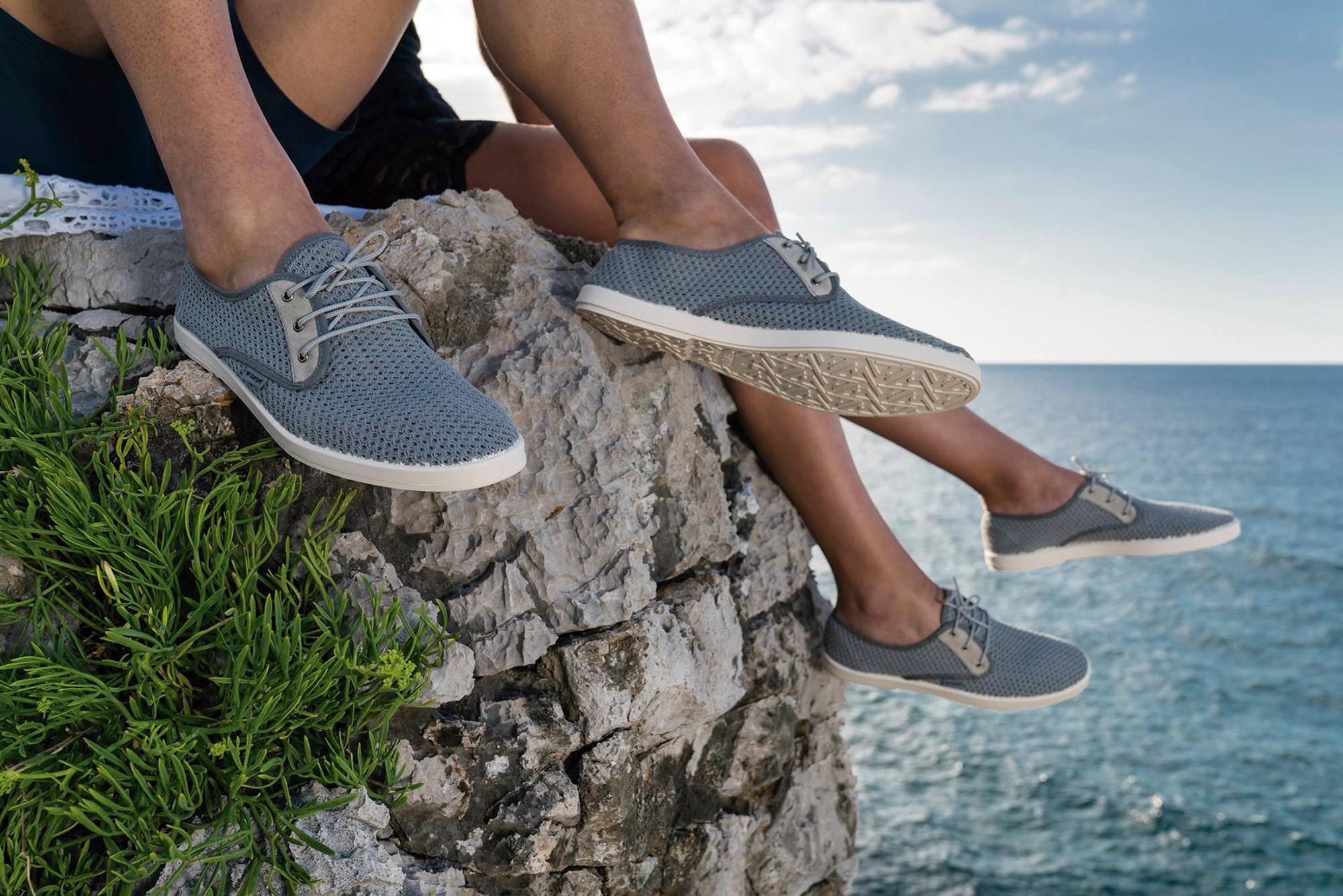 Para la playa o para la montaña, unas zapatillas que no pueden faltar en tu maleta. Foto: Barquet