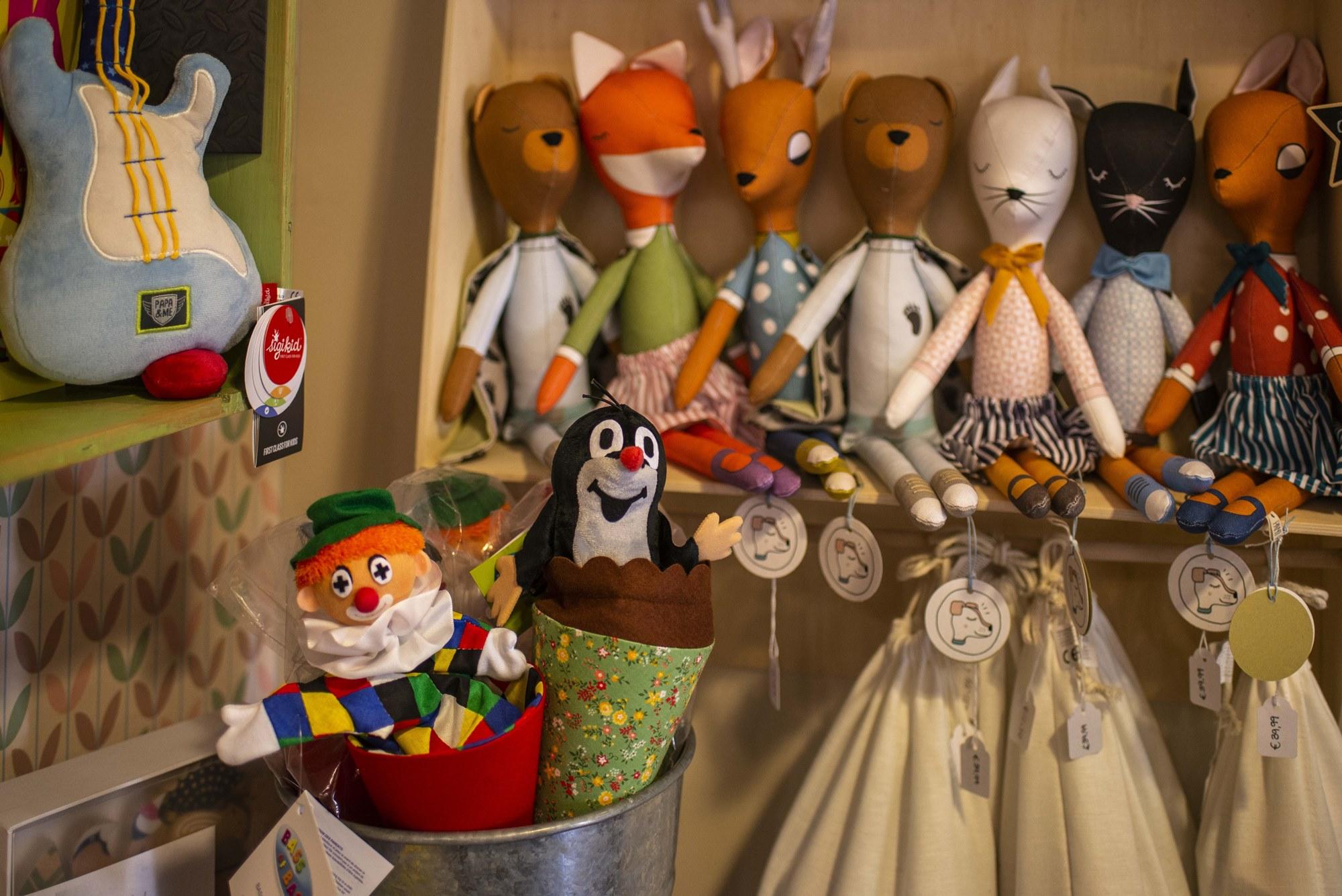 Aquí no se trabaja con marcas pero no por ello los muñecos son menos carismáticos.