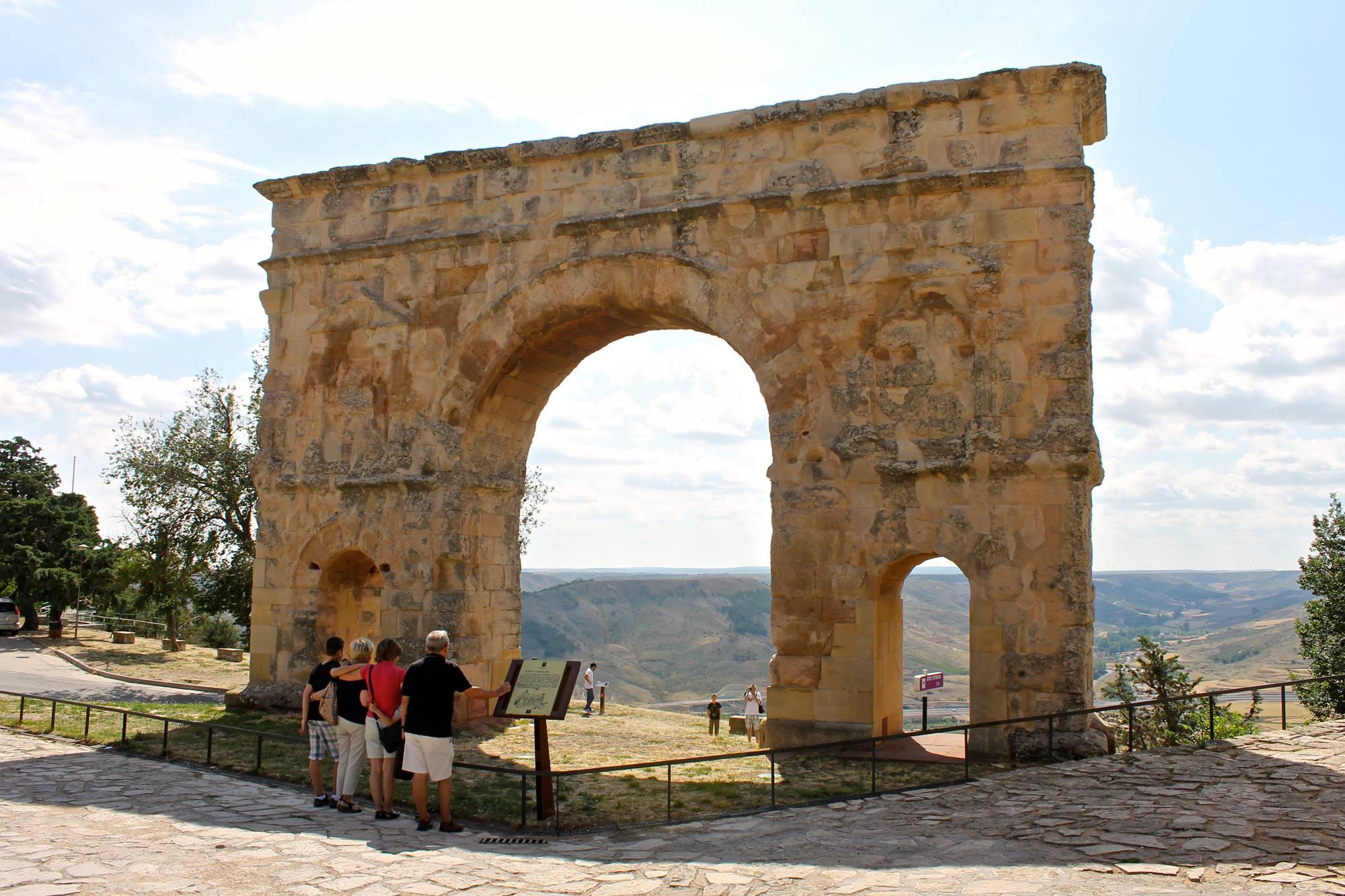 El Arco del Triunfo de Medinaceli fue construido en el sigo I d.C. al estilo Trajano.