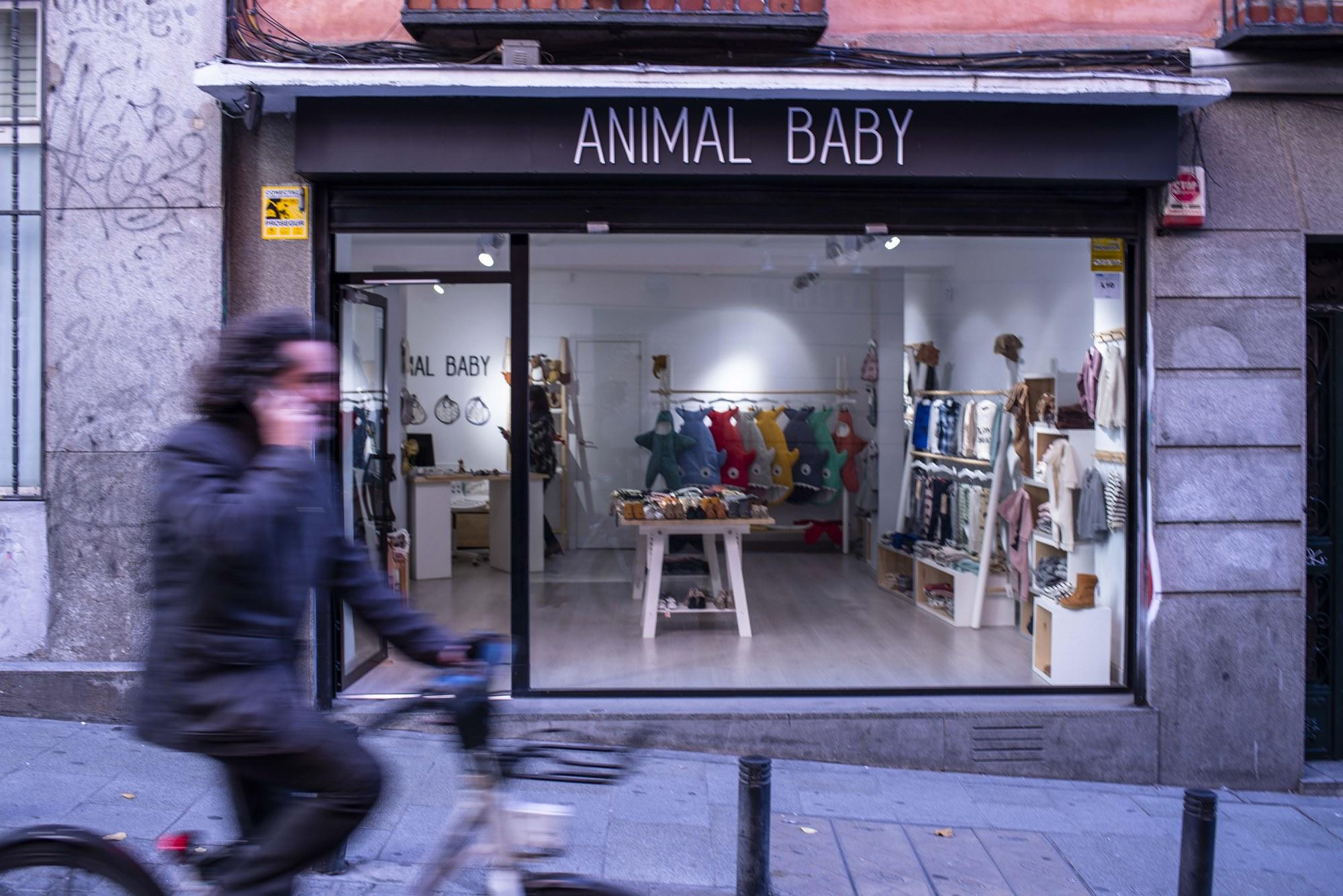 Animal Baby se encuentra en una de las calles más prolíficas en tiendas de regalos de Madrid: Corredera Baja de San Pablo.