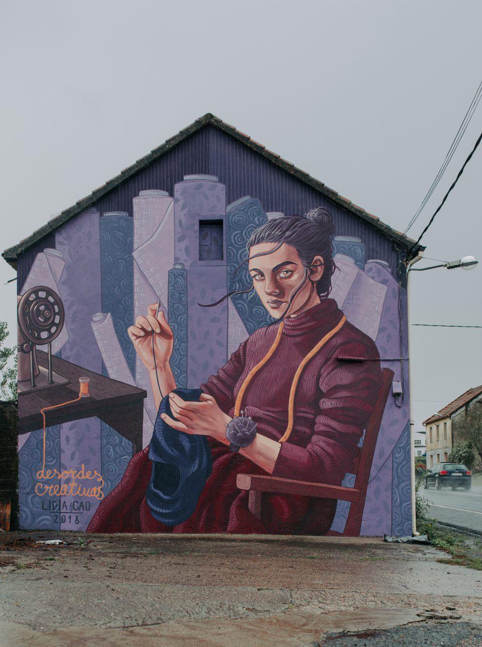 Street art en Ordes: 'Fiando a revolución' de Lidia Cao