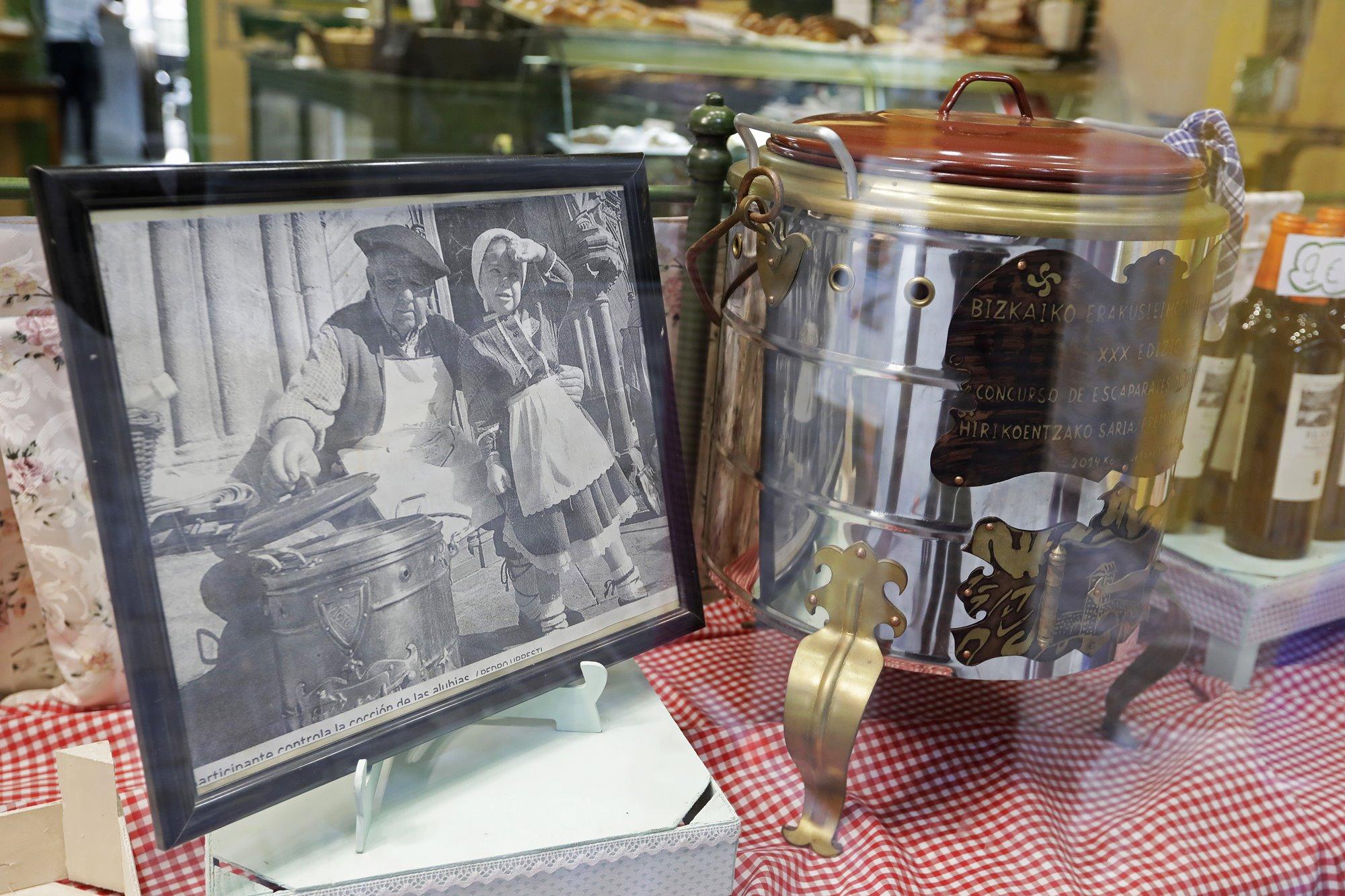 Los comercios de Balmaseda también preparan sus escaparates para San Severino.