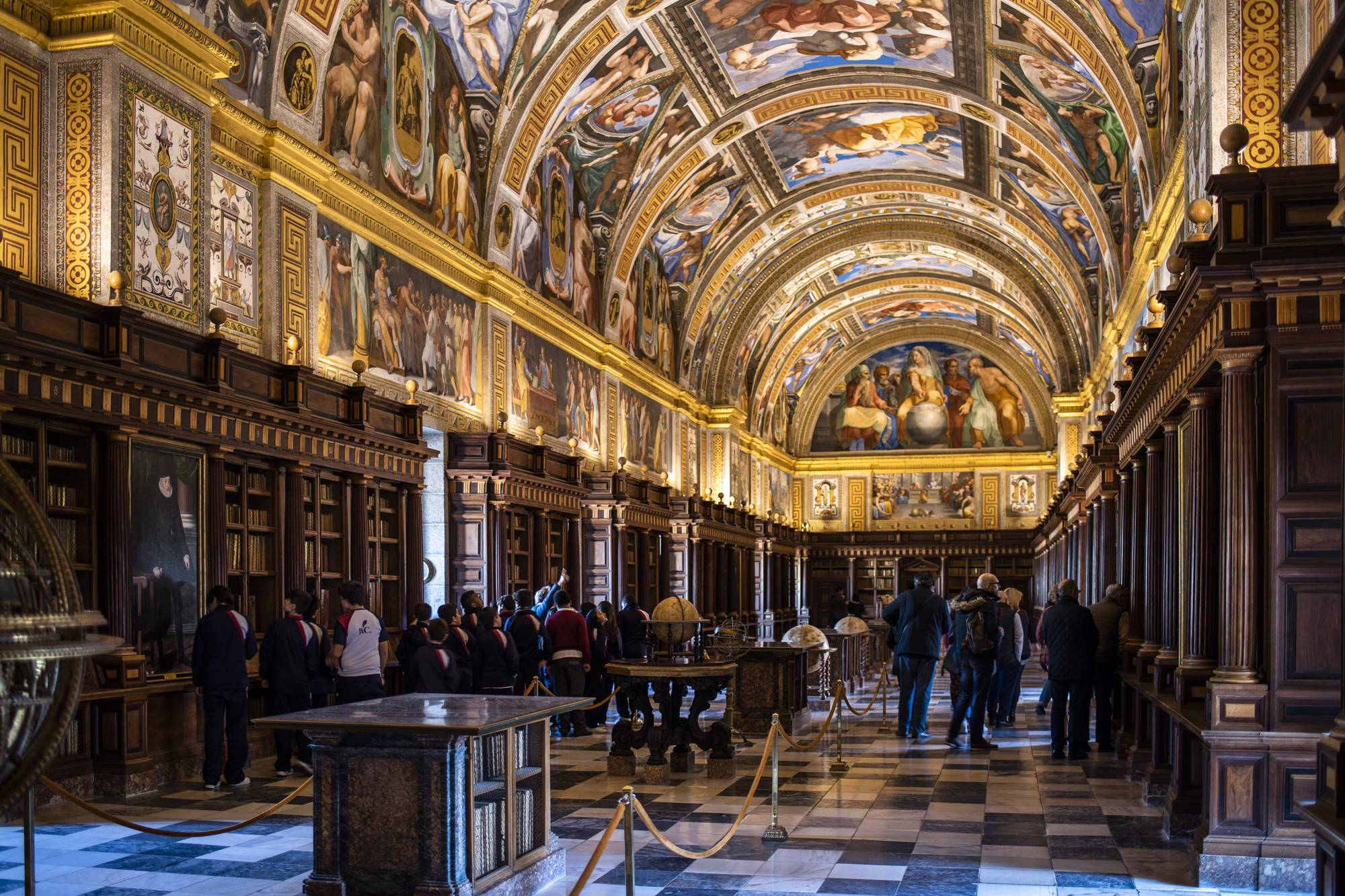 Biblioteca del Monasterio de El Escorial (Madrid): qué ver | Guía ...