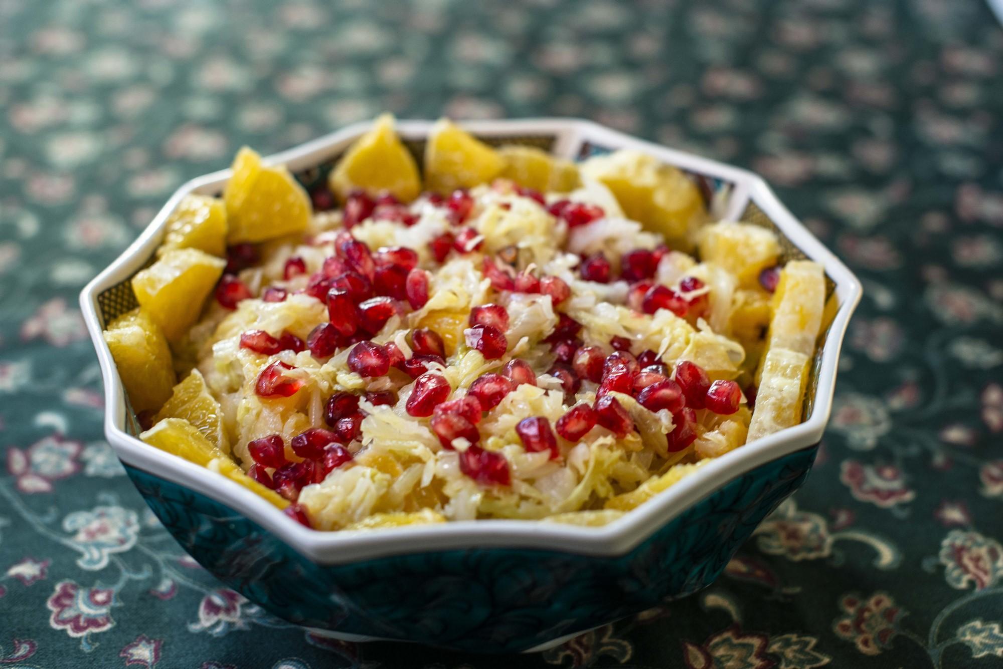 Esta ensalada proporciona una alegre mezcla de colores a la mesa.