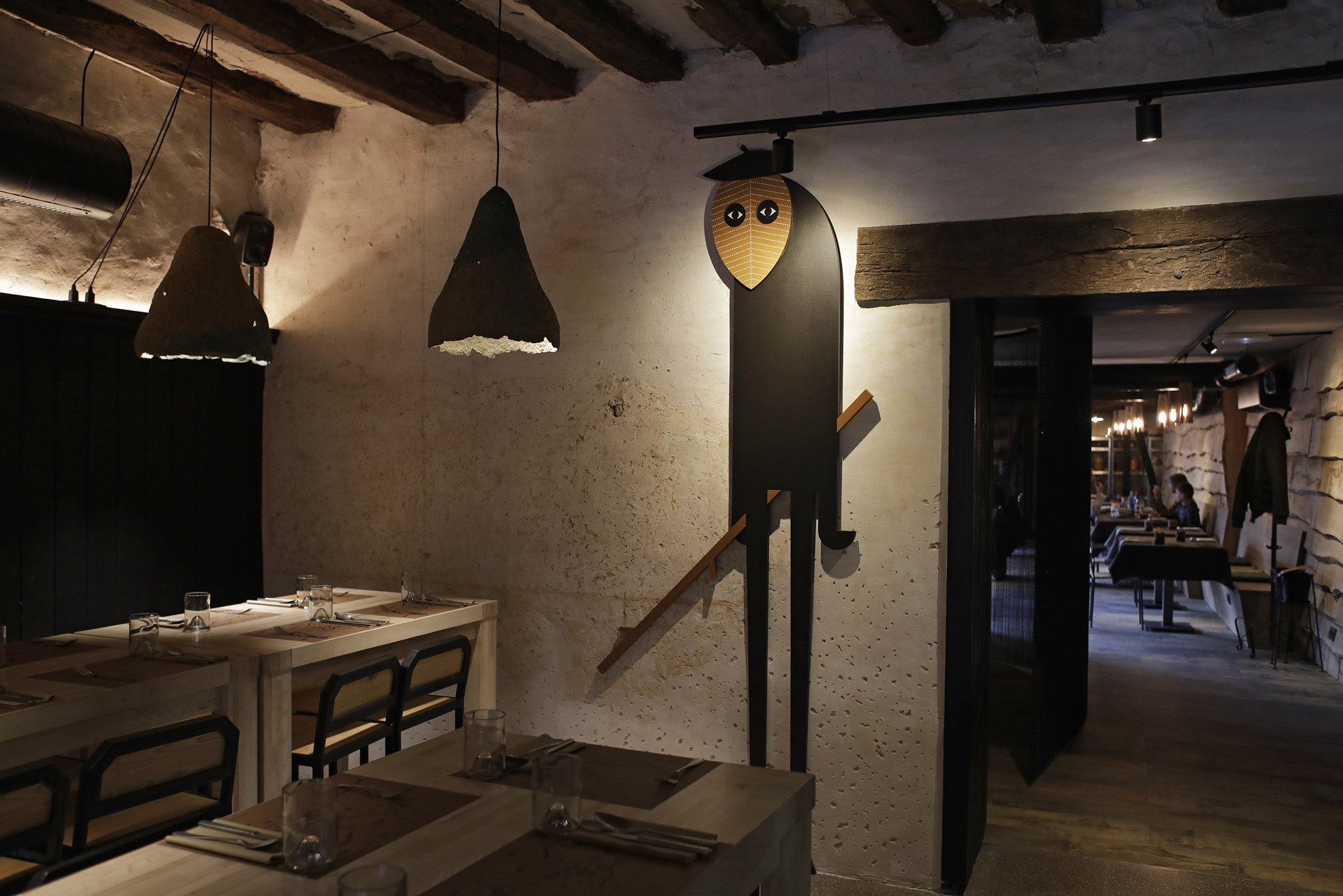 Desde la cuadra, estancia donde se potencia la temática de 'Arrea!', se puede ver el comedor principal.