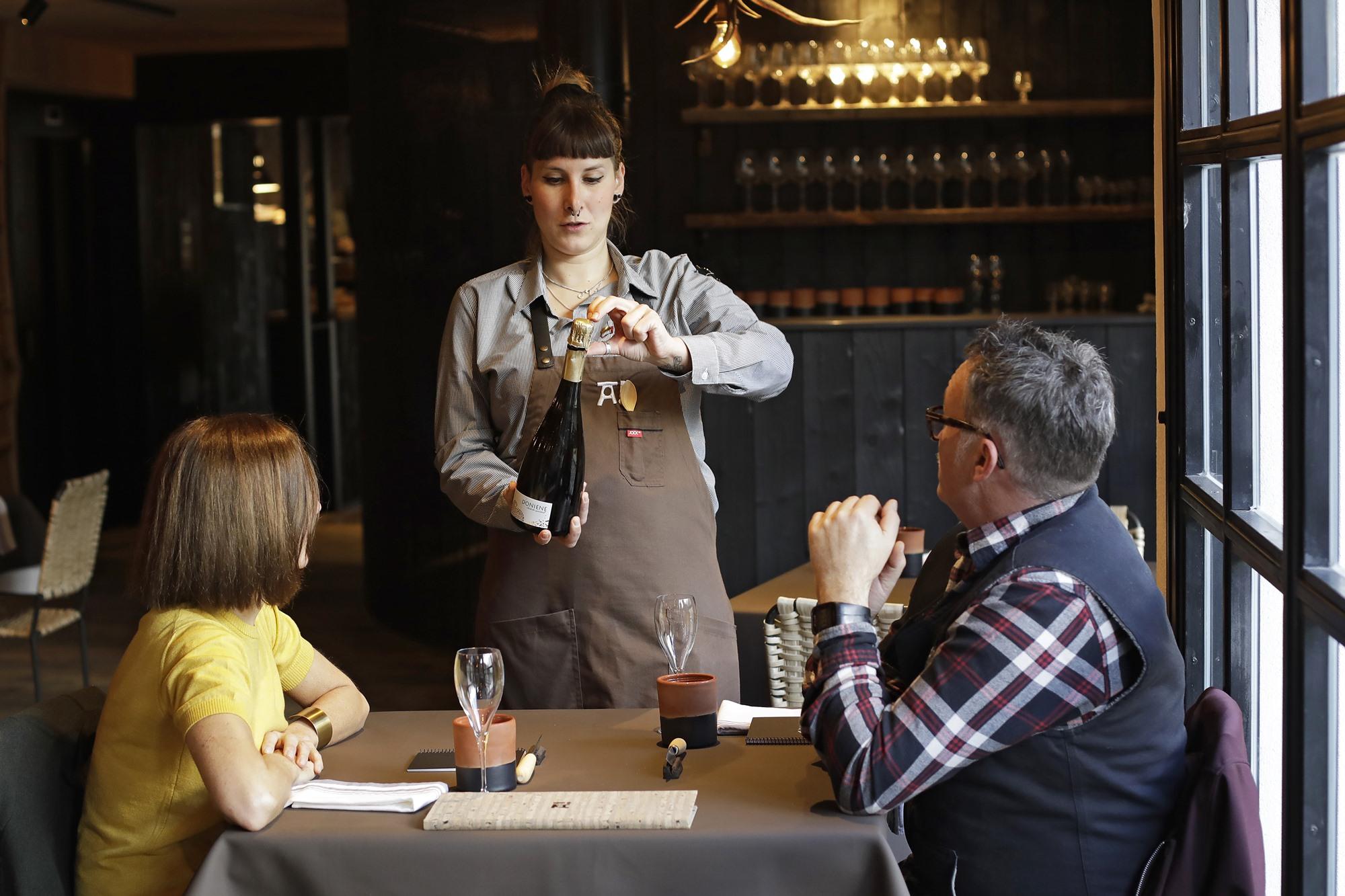 Aunque la atención va a la comida, 'Arrea!' cuenta con una carta de vinos suficientemente variada.
