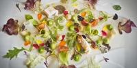 Ensalada de tuétanos de verdura con marisco, crema de lechuga de caserío y jugo yodado, del restaurante 'Martín Berasategui', en Donosti (3 Soles Guía Repsol).