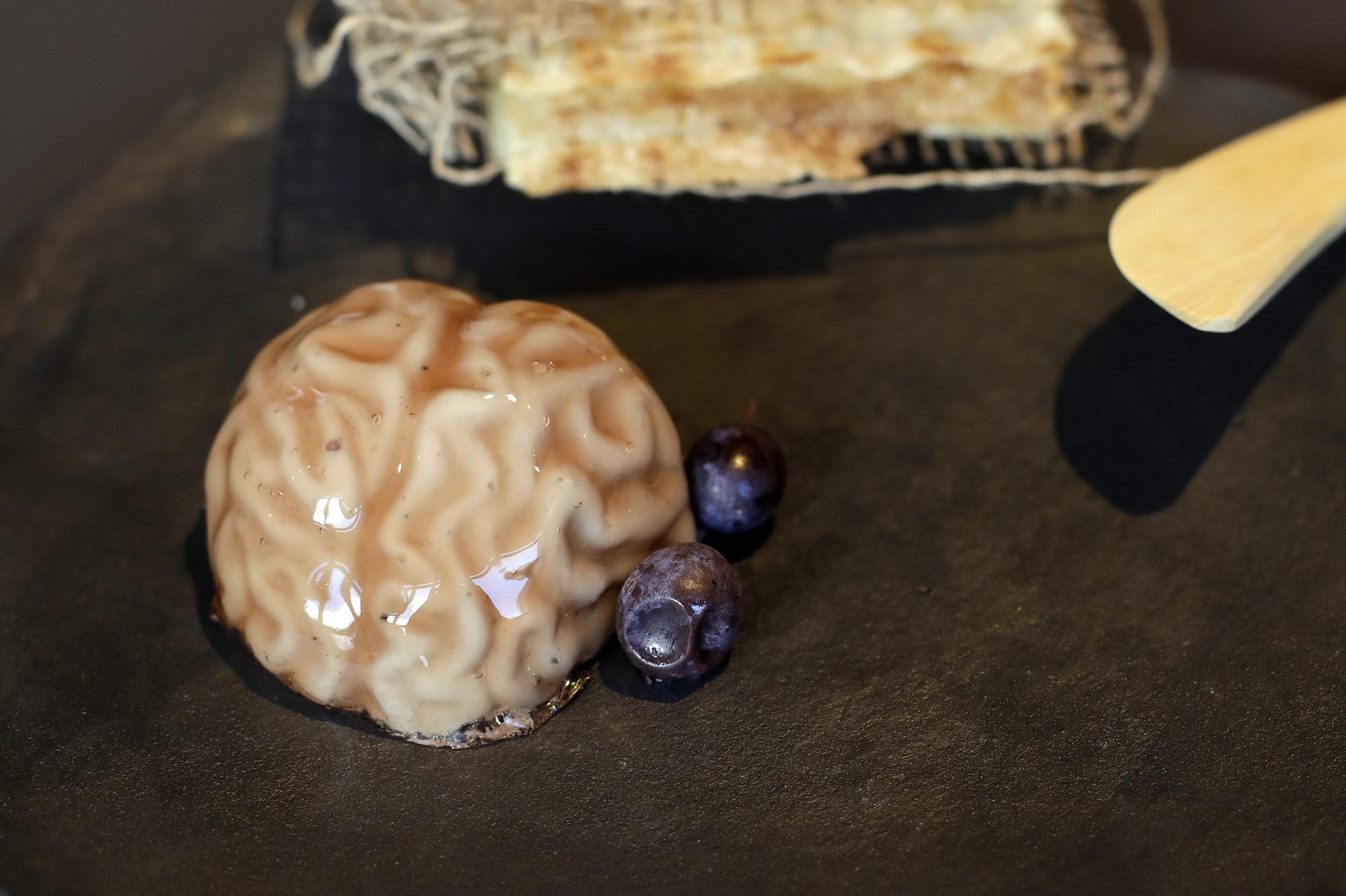 Sesos en una mezcla con 'foie' y 'patxaran' en el restaurante 'Arrea!'. Foto: David Herranz.