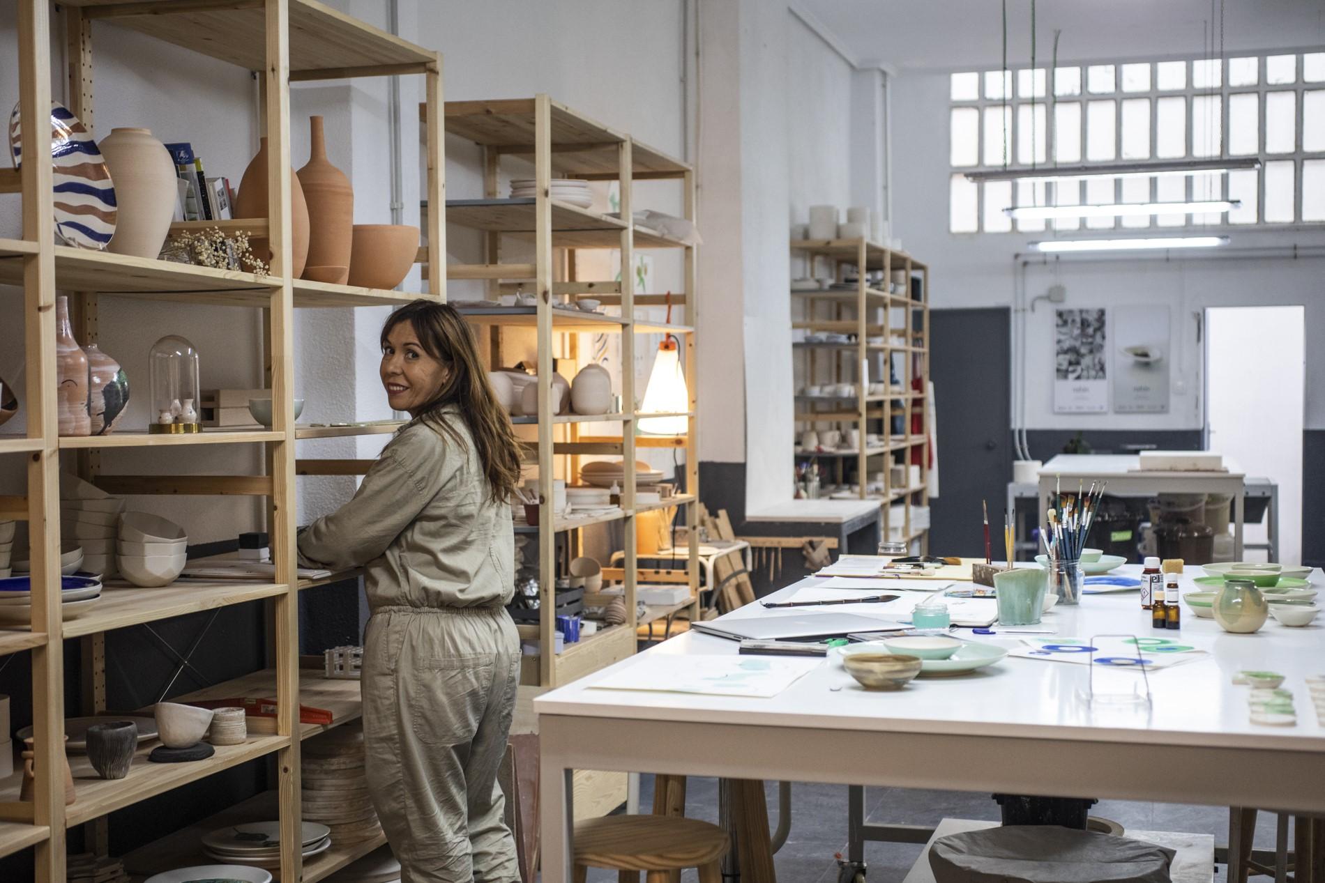 Ana Illueca tiene su taller de 100 metros cuadrados a las afueras de la capital levantina.