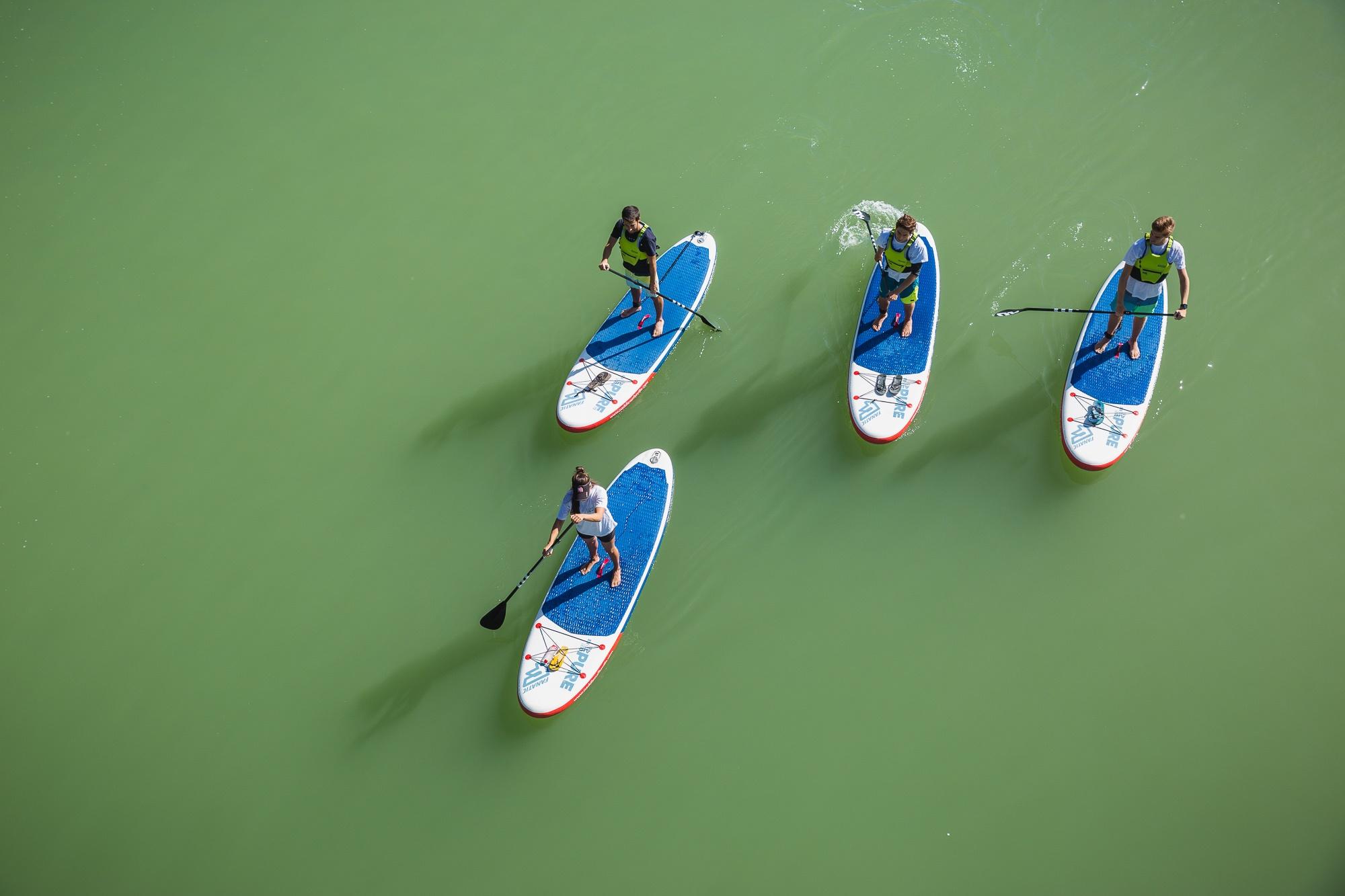 Las aguas del Guadalquivir forman una superficie plana perfecta para el 'paddle surf'.