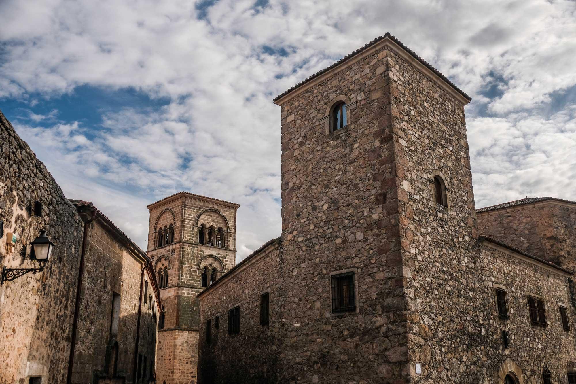 Torre de Santa María la Mayor y palacetes.