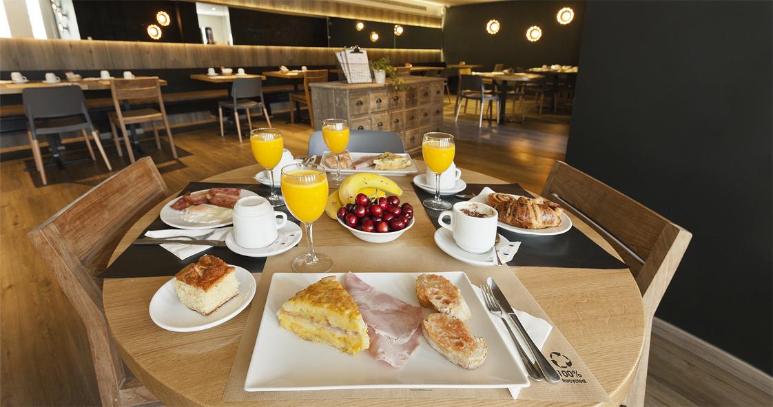 Desayuno Apartamentos Dos Ríos.
