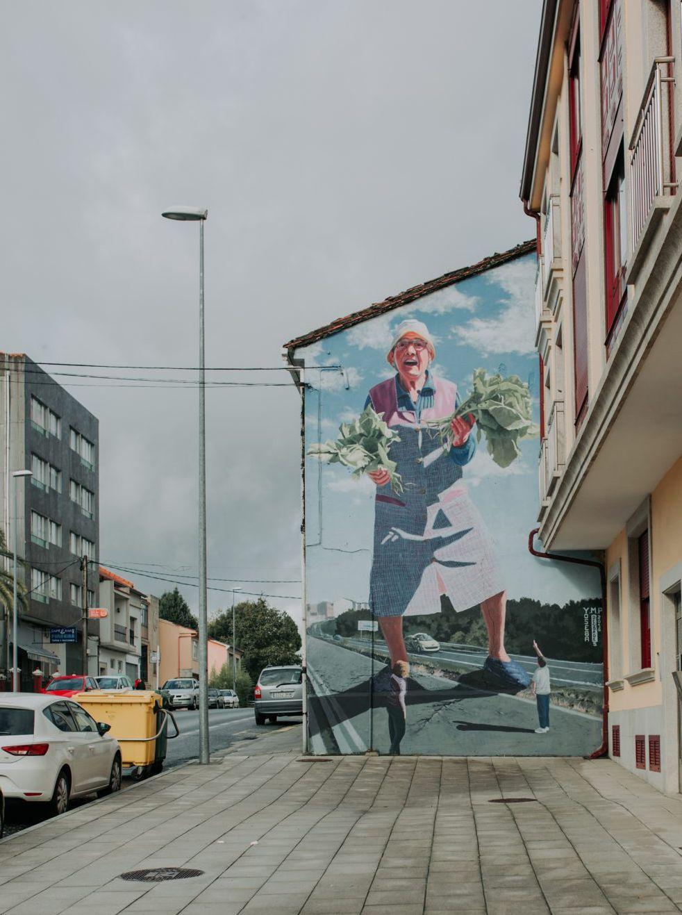 Street art en Ordes: 'A greleira dos 50 pes', del gallego Yoseba Muruzábal