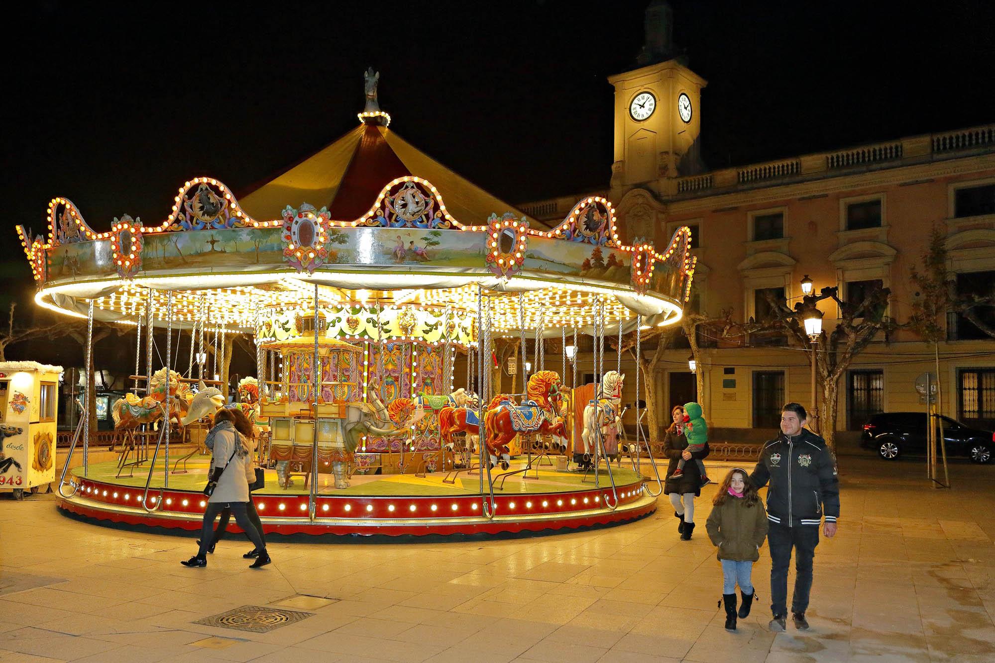 El carrusel de la Plaza Cervantes no podía faltar en Navidad.