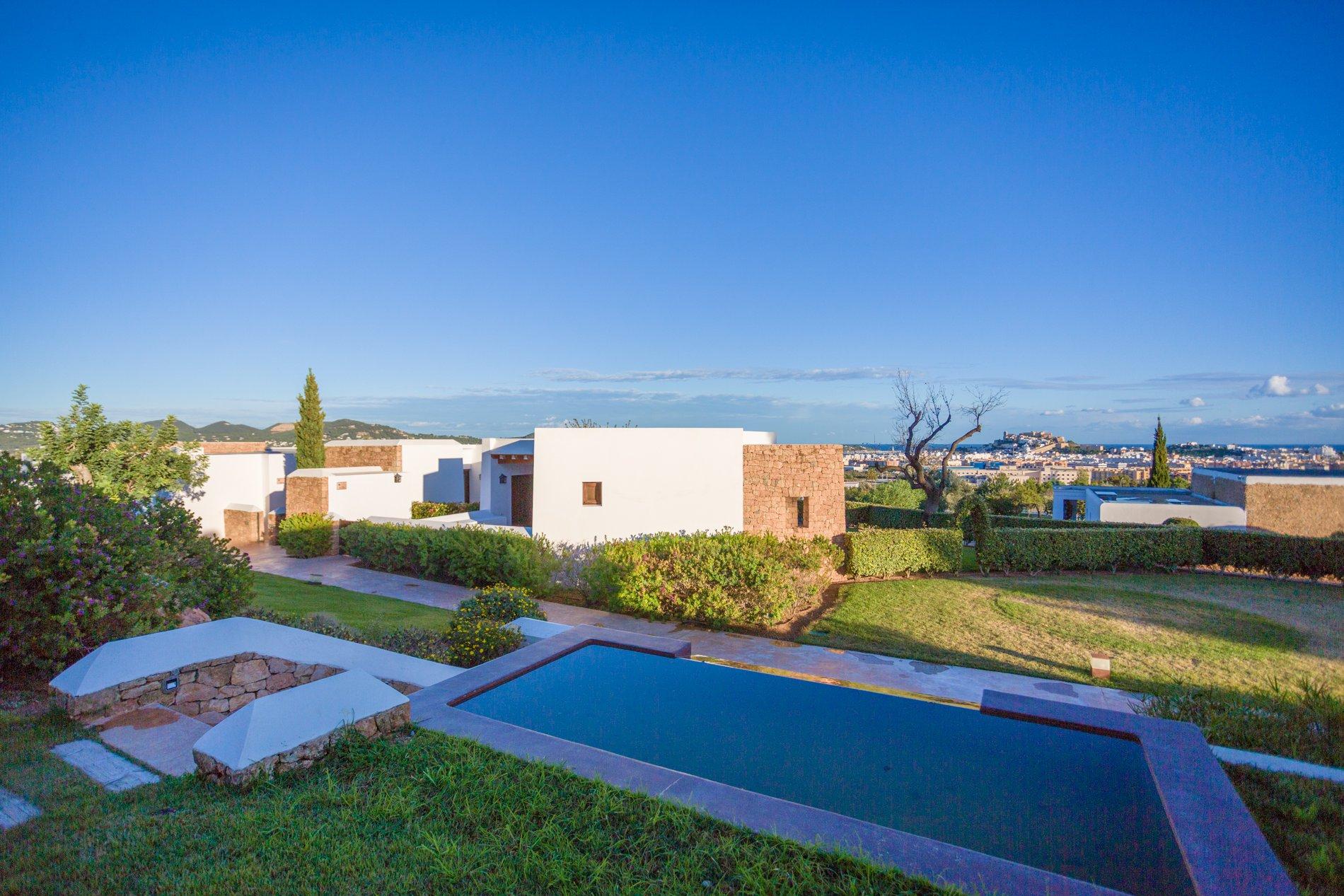 El hotel 'Casa Maca' está a escasos tres kilómetros del casco viejo de Ibiza, pero aquí se respira tranquilidad.